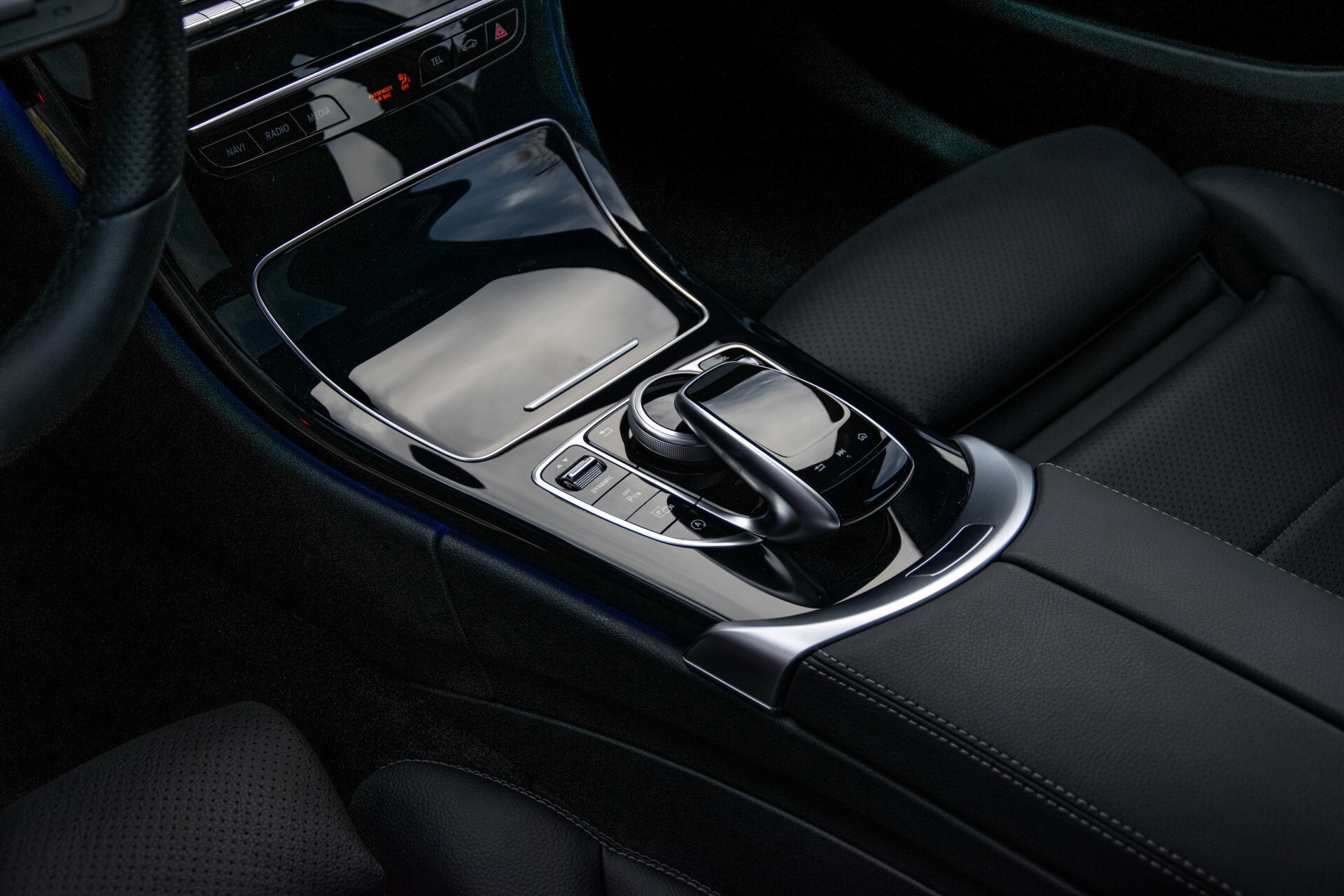 Mercedes-Benz C-Klasse Estate 220 d AMG Panorama/Assistentiepakket/Wegkl-trekhaak/DAB/Ambient/Leer/MULTIBEAM Aut9 Foto 22