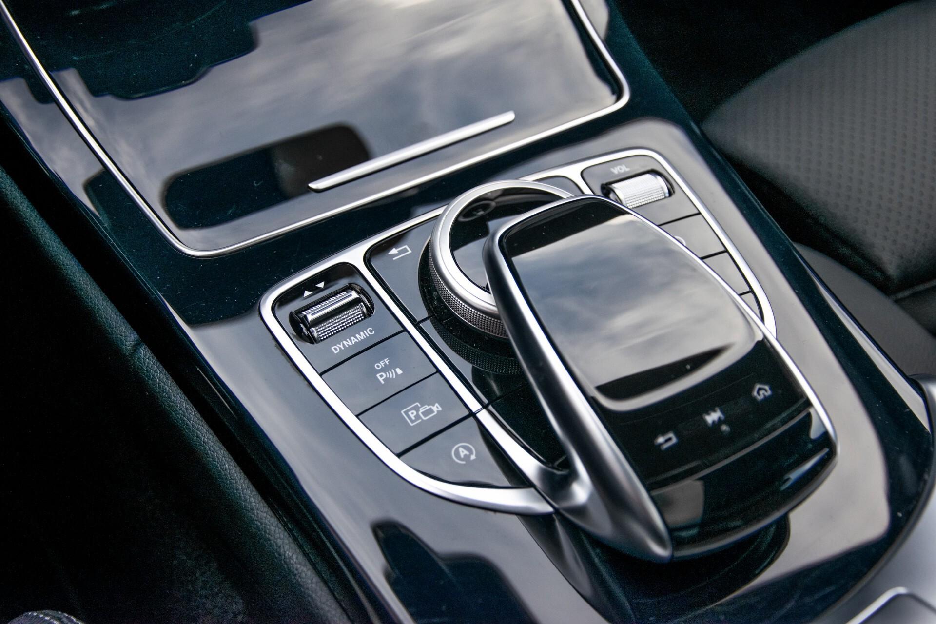 Mercedes-Benz C-Klasse Estate 220 d AMG Panorama/Assistentiepakket/Wegkl-trekhaak/DAB/Ambient/Leer/MULTIBEAM Aut9 Foto 37