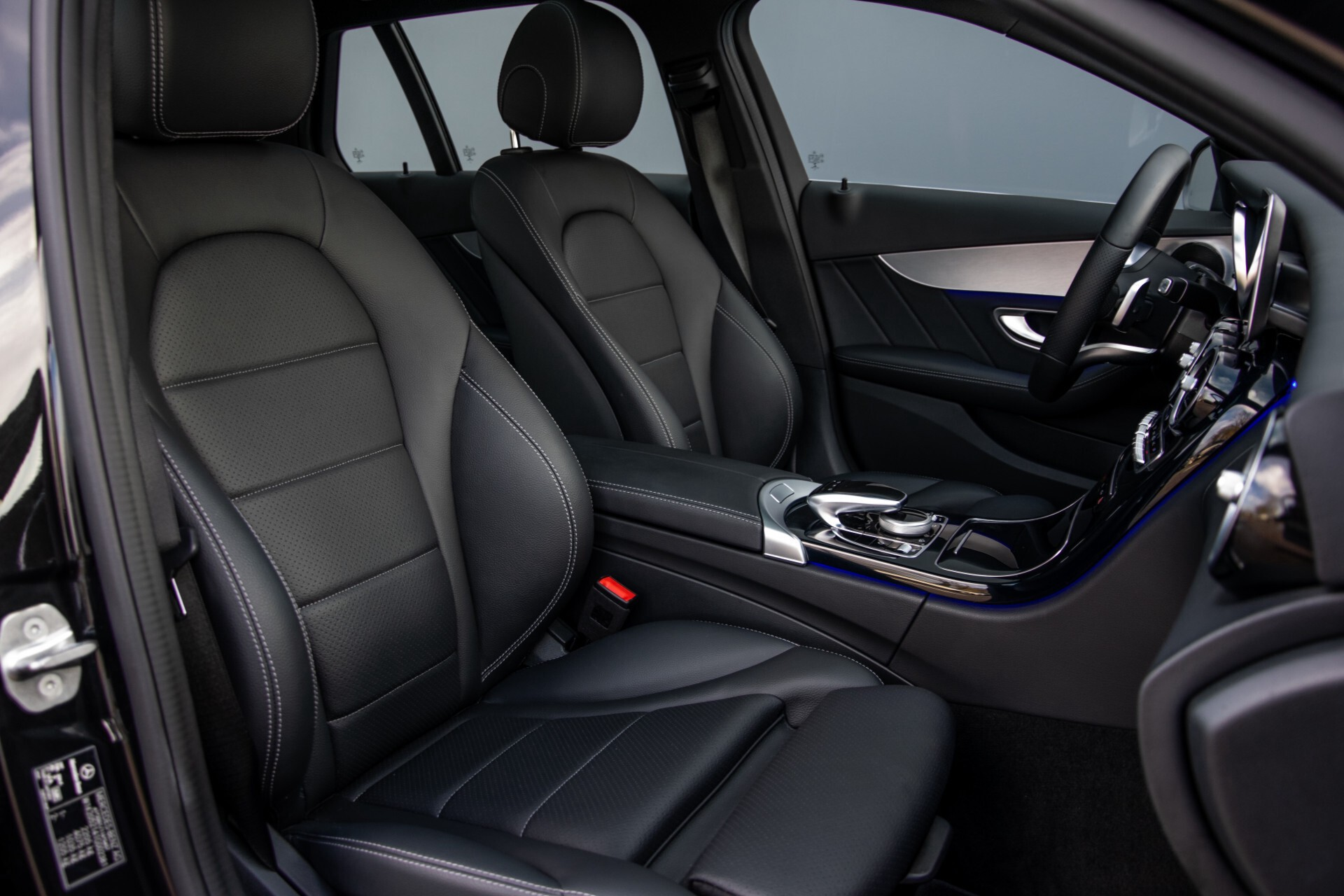 Mercedes-Benz C-Klasse Estate 220 d AMG Panorama/Assistentiepakket/Wegkl-trekhaak/DAB/Ambient/Leer/MULTIBEAM Aut9 Foto 4