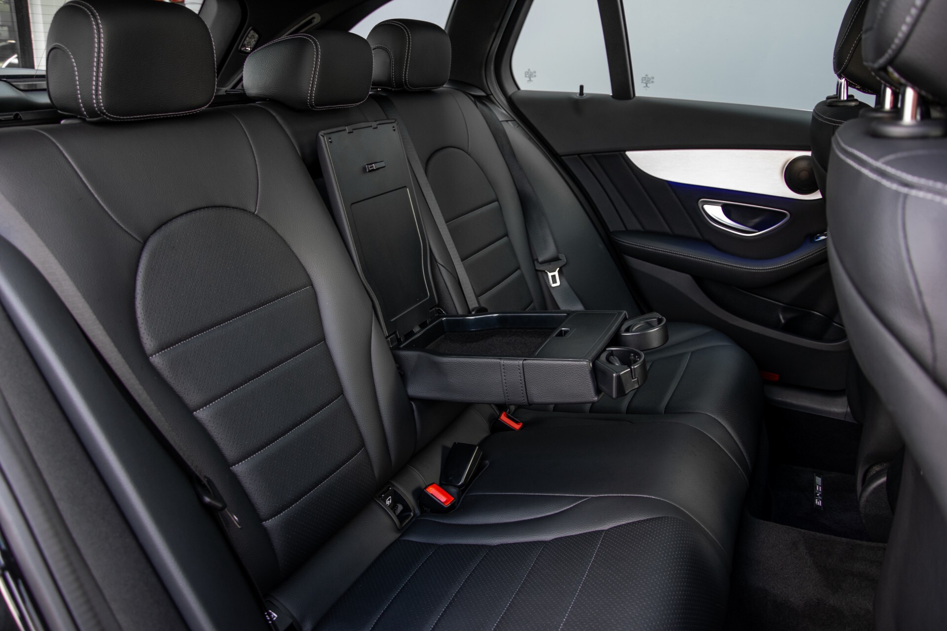 Mercedes-Benz C-Klasse Estate 220 d AMG Panorama/Assistentiepakket/Wegkl-trekhaak/DAB/Ambient/Leer/MULTIBEAM Aut9 Foto 6