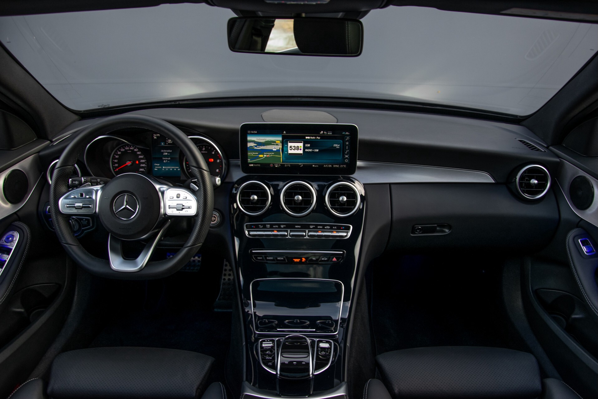 Mercedes-Benz C-Klasse Estate 220 d AMG Panorama/Assistentiepakket/Wegkl-trekhaak/DAB/Ambient/Leer/MULTIBEAM Aut9 Foto 8