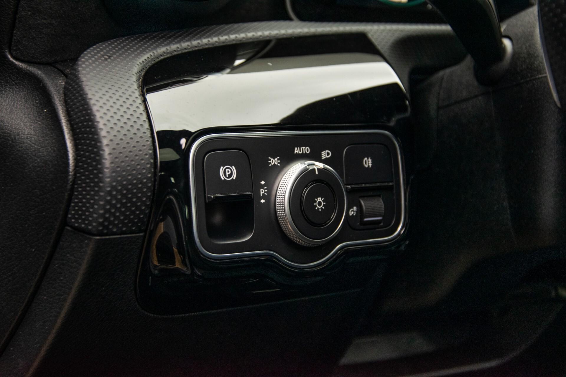Mercedes-Benz A-Klasse 180 d AMG Panorama/MBUX/DAB/LED Aut7 Foto 32