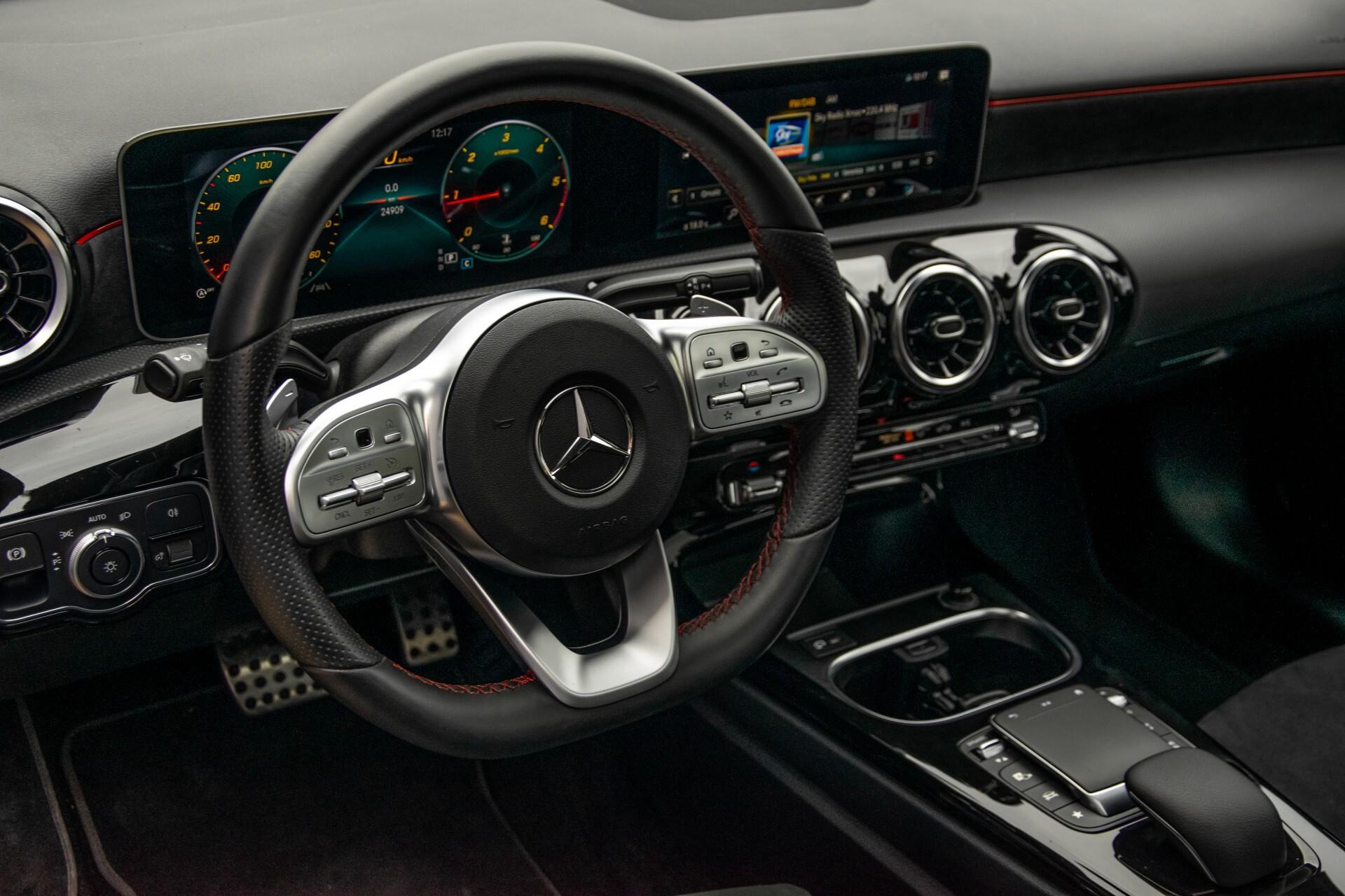 Mercedes-Benz A-Klasse 180 d AMG Panorama/MBUX/DAB/LED Aut7 Foto 37