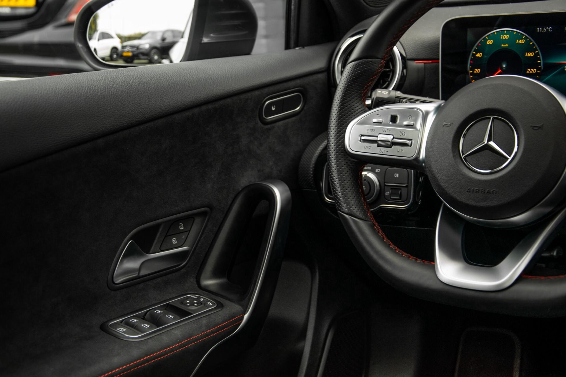 Mercedes-Benz A-Klasse 180 d AMG Panorama/MBUX/DAB/LED Aut7 Foto 39