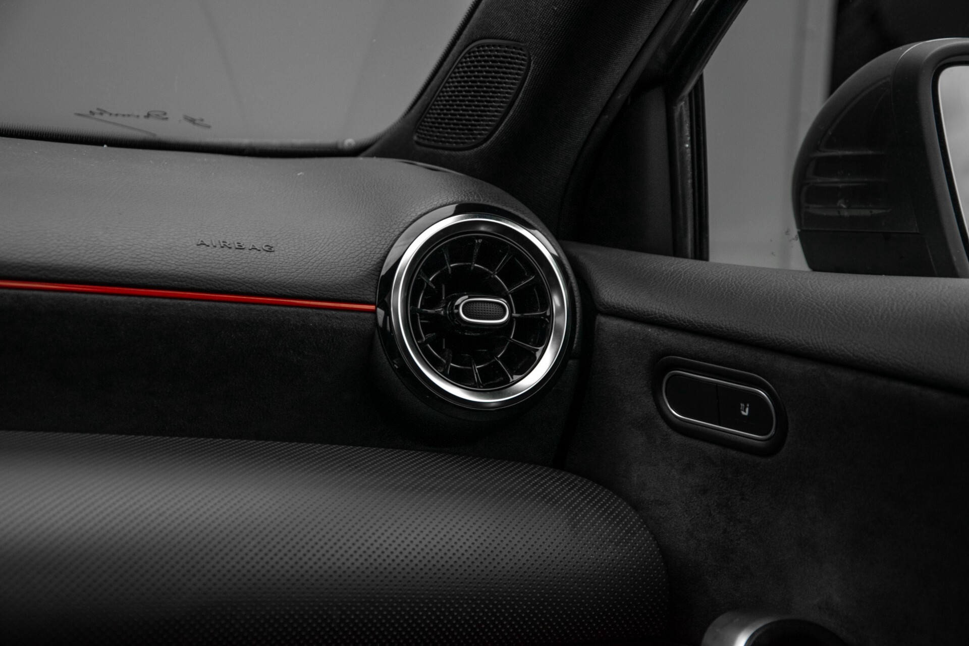 Mercedes-Benz A-Klasse 180 d AMG Panorama/MBUX/DAB/LED Aut7 Foto 44