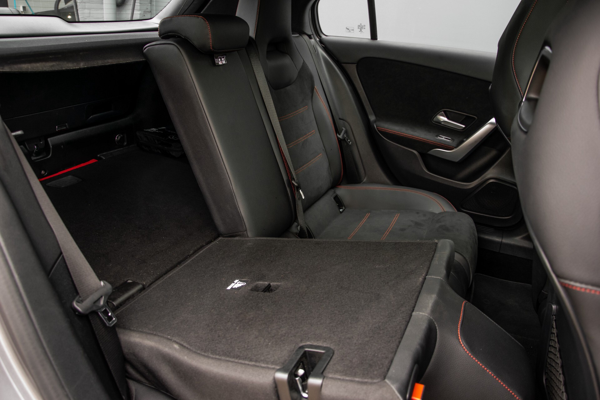 Mercedes-Benz A-Klasse 180 d AMG Panorama/MBUX/DAB/LED Aut7 Foto 5