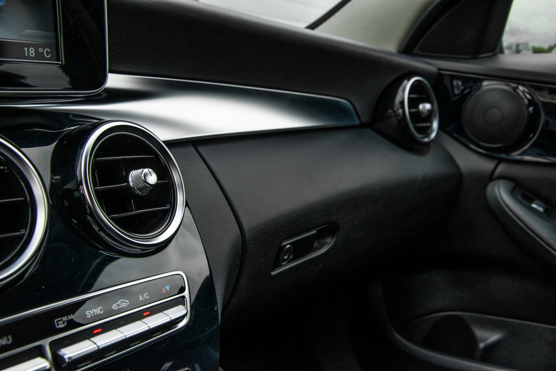Mercedes-Benz C-Klasse 180 Bluetec Lease Edition Intelligent Light System/Cruise Control/Navi Foto 18
