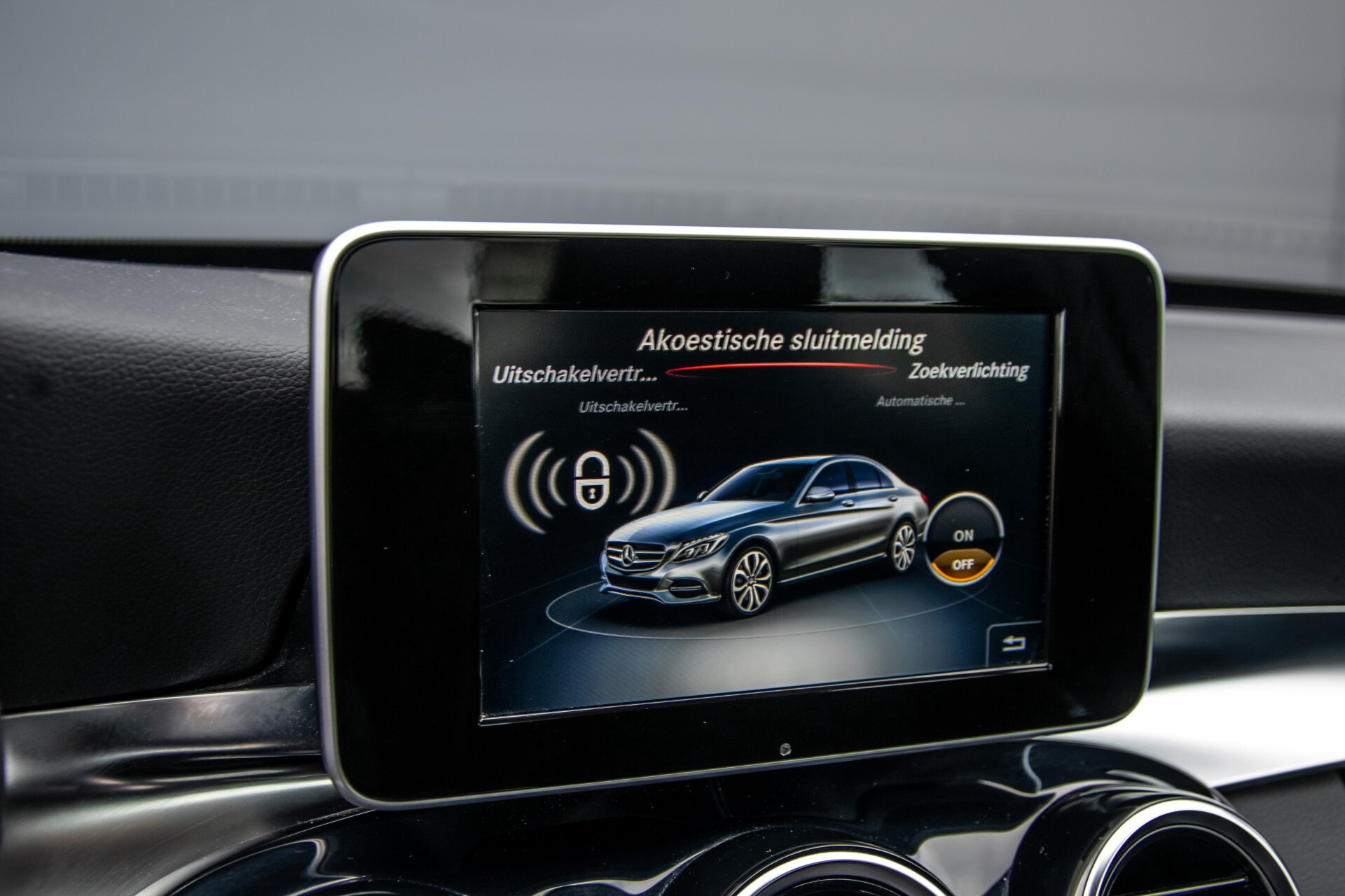 Mercedes-Benz C-Klasse 180 Bluetec Lease Edition Intelligent Light System/Cruise Control/Navi Foto 25