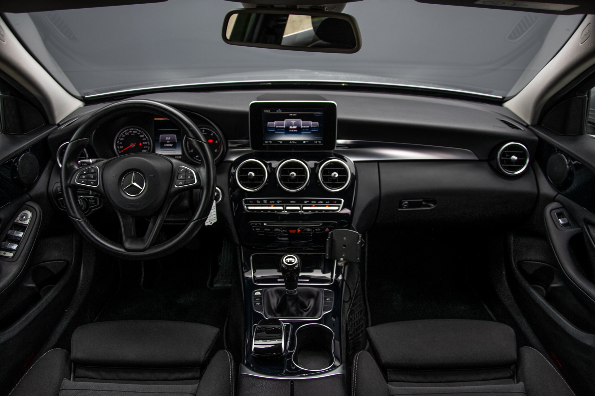 Mercedes-Benz C-Klasse 180 Bluetec Lease Edition Intelligent Light System/Cruise Control/Navi Foto 7