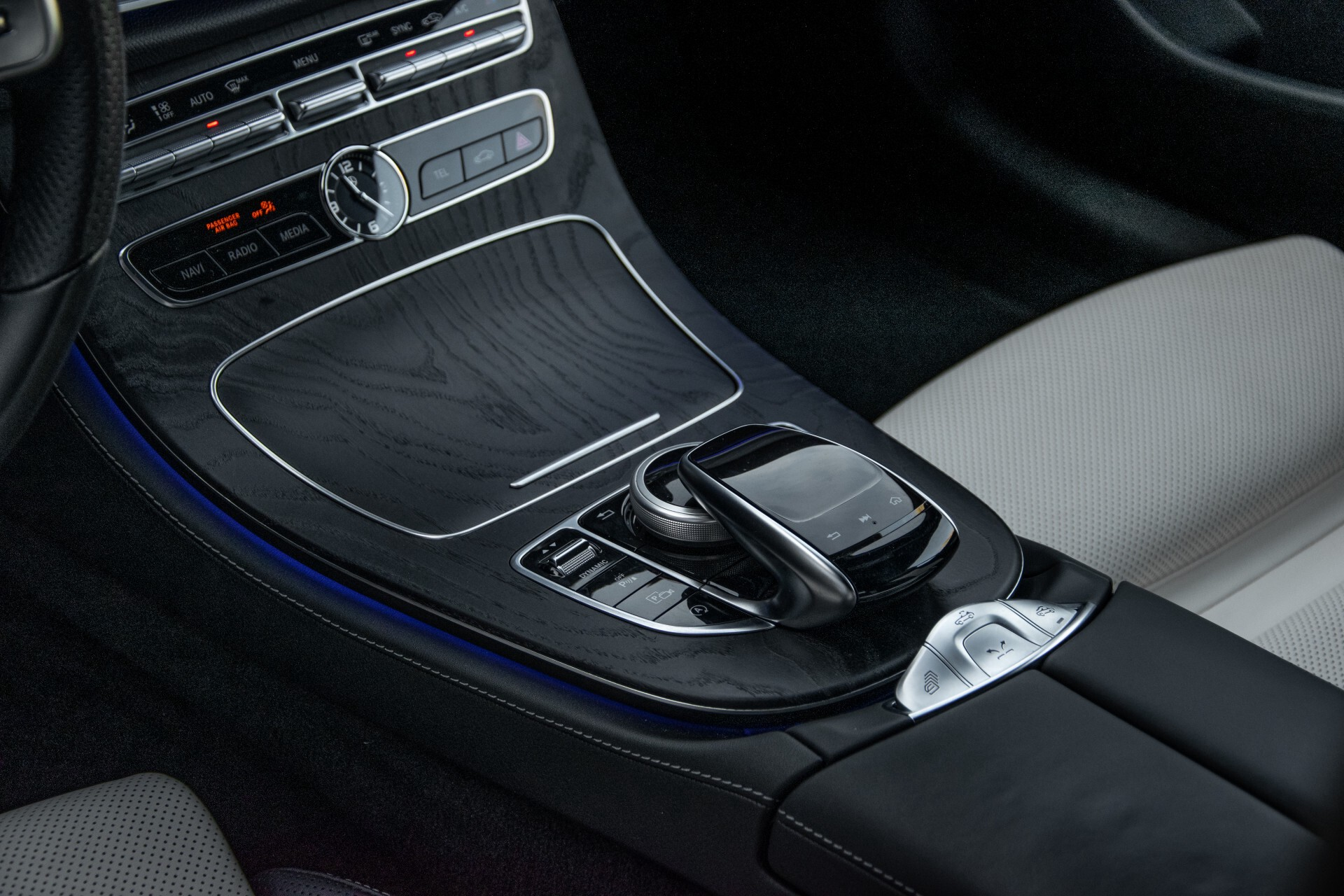 Mercedes-Benz E-Klasse Cabrio 350 AMG Night Distronic Pro/Burmester/Widescreen/Mem/Camera/Dynamic Body Aut9 Foto 33