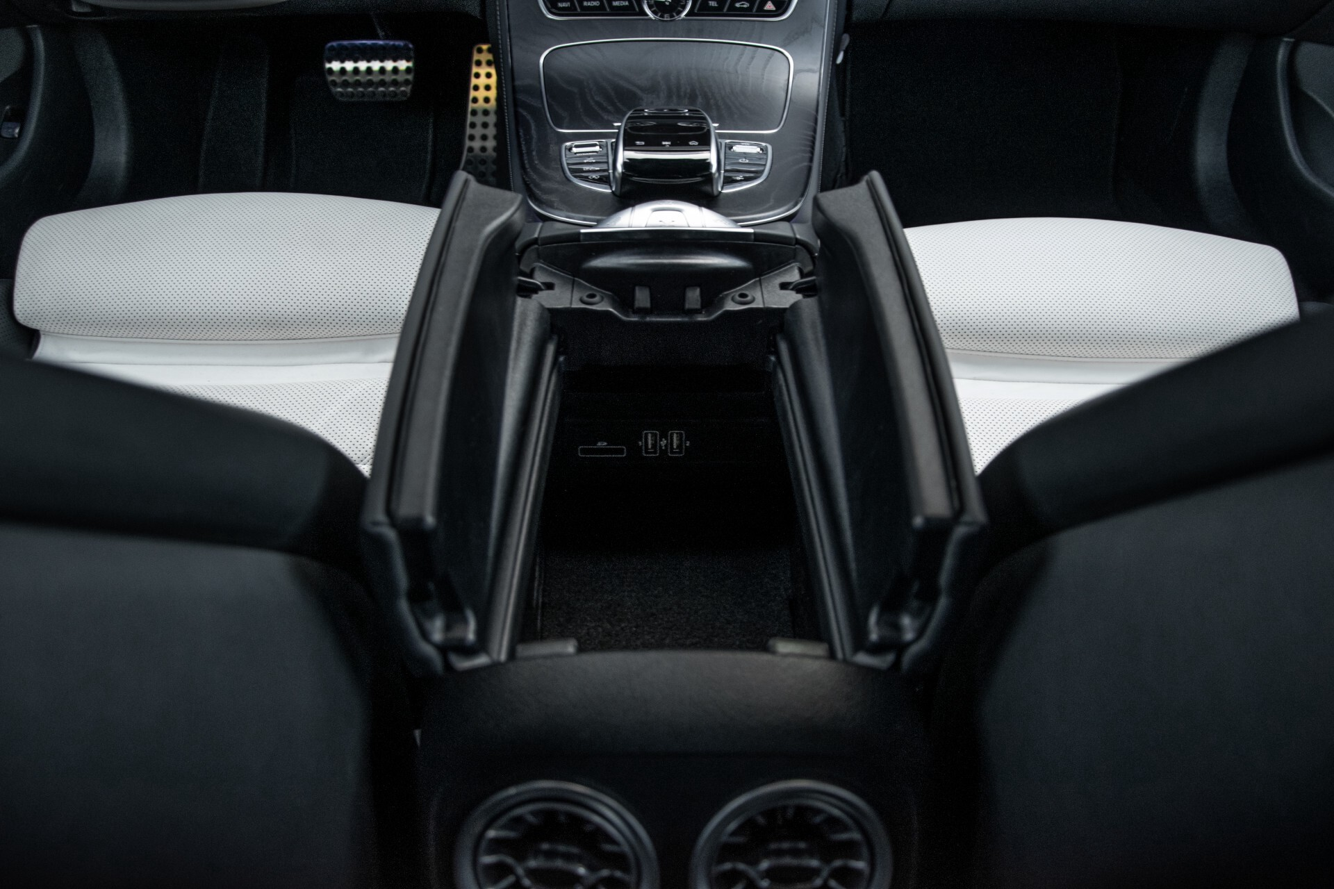 Mercedes-Benz E-Klasse Cabrio 350 AMG Night Distronic Pro/Burmester/Widescreen/Mem/Camera/Dynamic Body Aut9 Foto 48