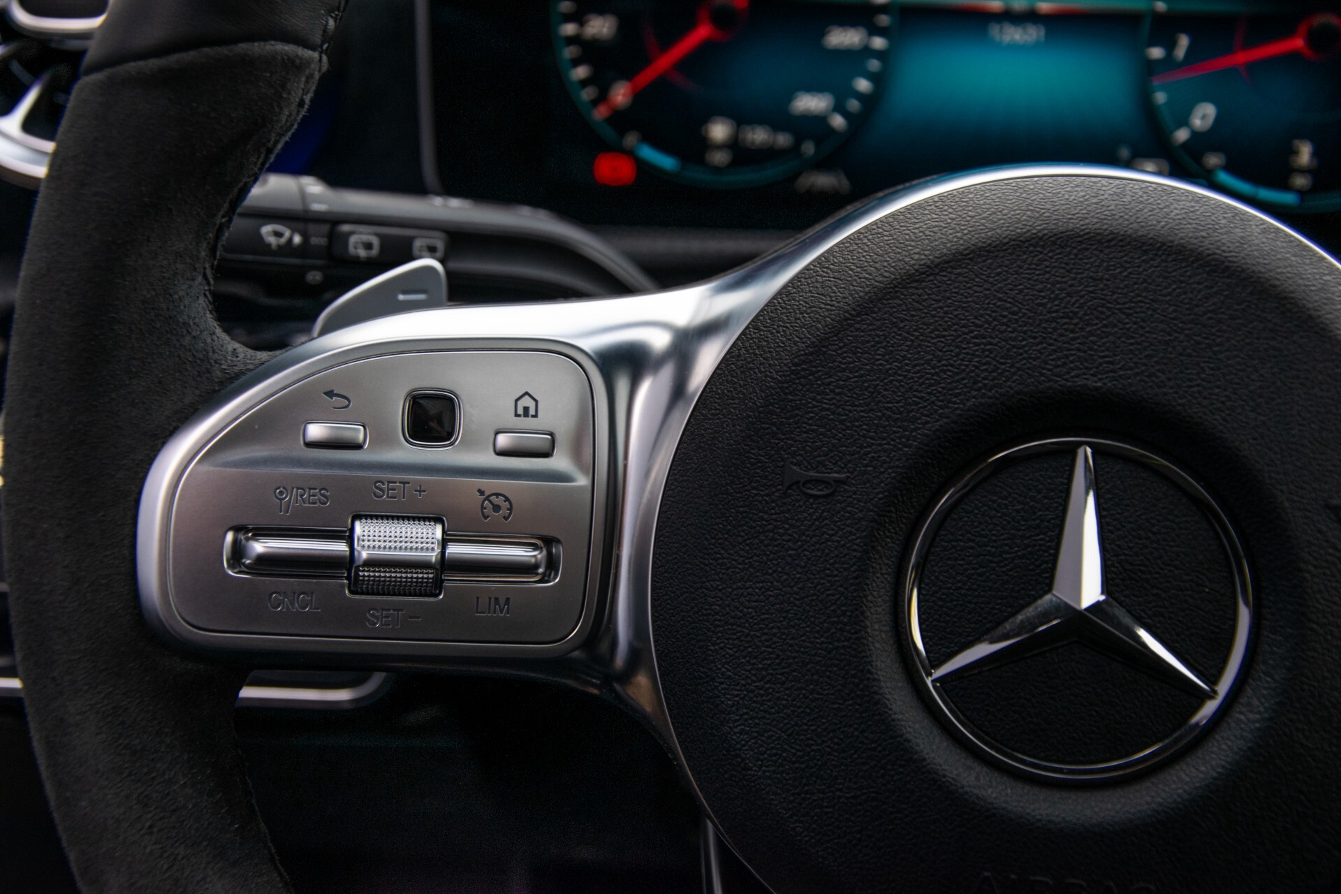 Mercedes-Benz A-Klasse 250 4-M AMG Panorama/Keyless-Entry/MBUX/HUD/Burmester/360/Multibeam LED Aut7 Foto 10
