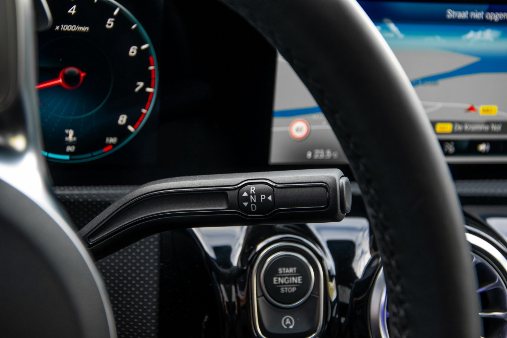 Mercedes-Benz A-Klasse 250 4-M AMG Panorama/Keyless-Entry/MBUX/HUD/Burmester/360/Multibeam LED Aut7 Foto 15