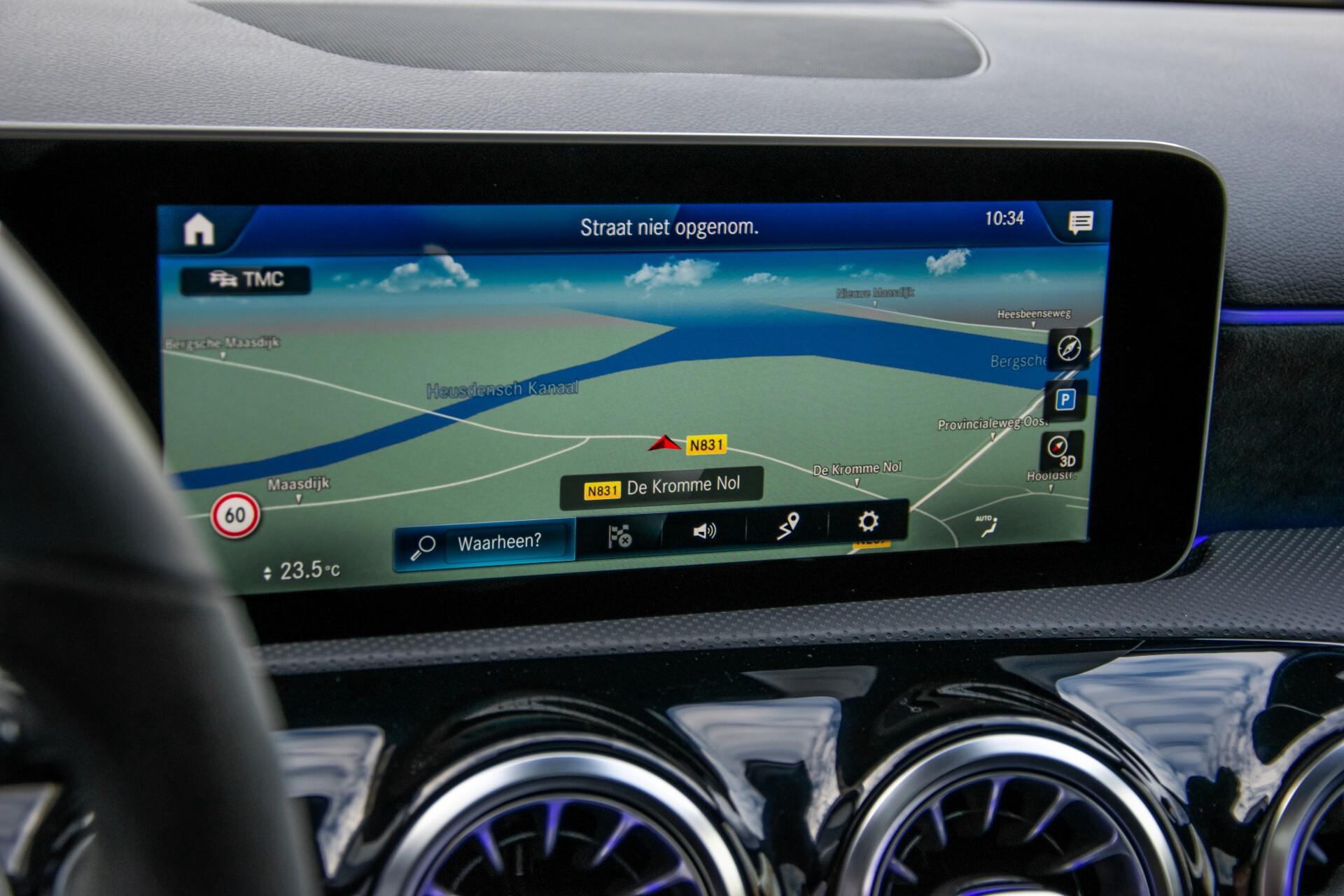 Mercedes-Benz A-Klasse 250 4-M AMG Panorama/Keyless-Entry/MBUX/HUD/Burmester/360/Multibeam LED Aut7 Foto 17