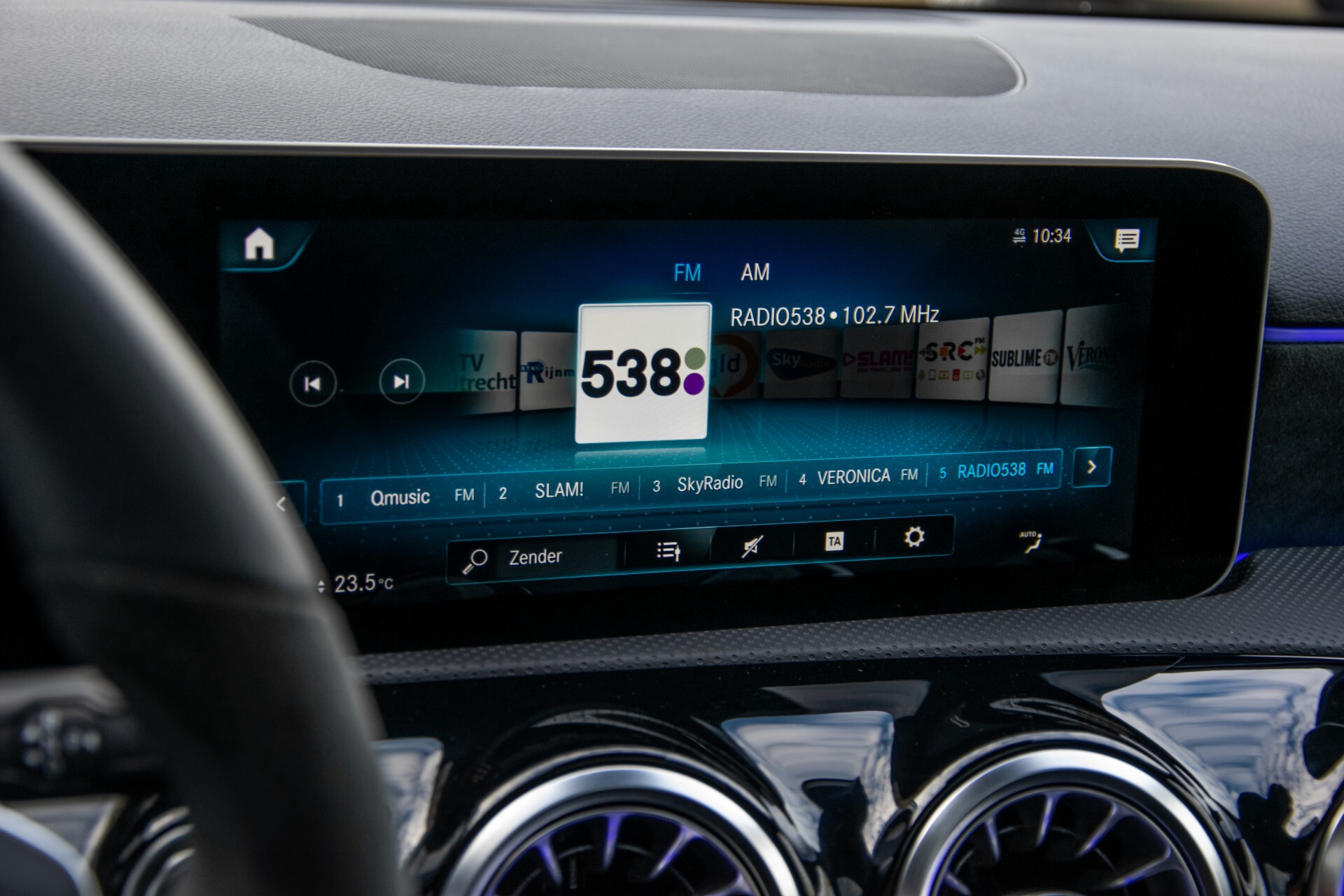 Mercedes-Benz A-Klasse 250 4-M AMG Panorama/Keyless-Entry/MBUX/HUD/Burmester/360/Multibeam LED Aut7 Foto 19