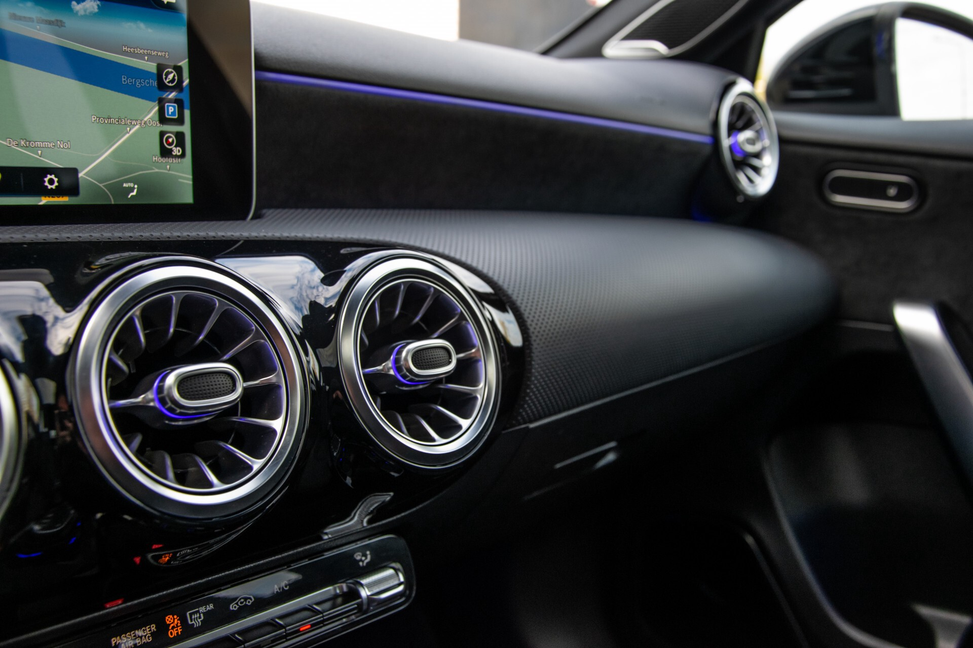 Mercedes-Benz A-Klasse 250 4-M AMG Panorama/Keyless-Entry/MBUX/HUD/Burmester/360/Multibeam LED Aut7 Foto 24