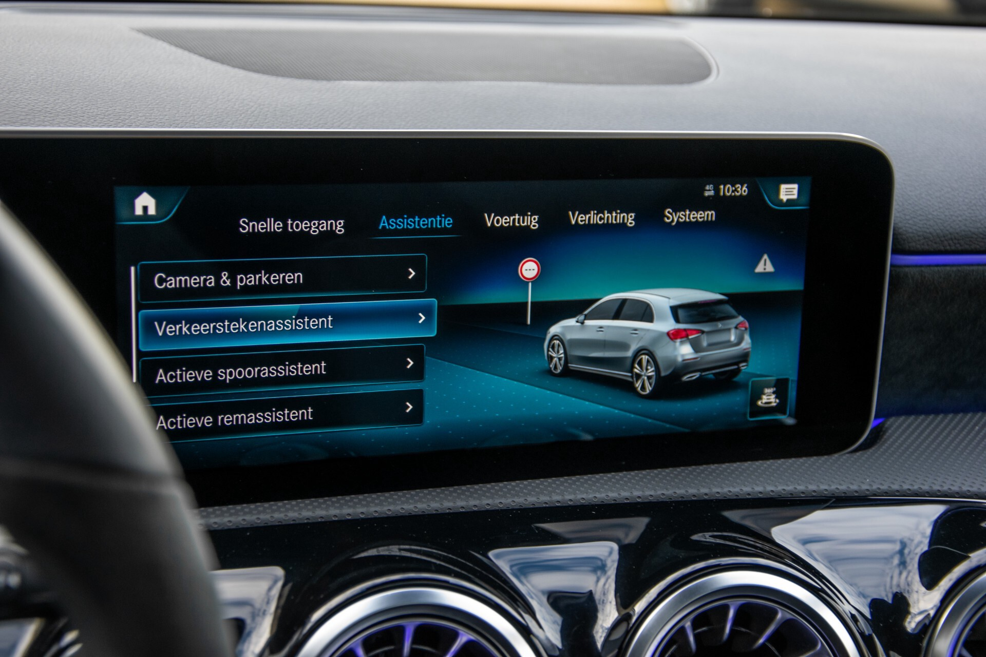Mercedes-Benz A-Klasse 250 4-M AMG Panorama/Keyless-Entry/MBUX/HUD/Burmester/360/Multibeam LED Aut7 Foto 28