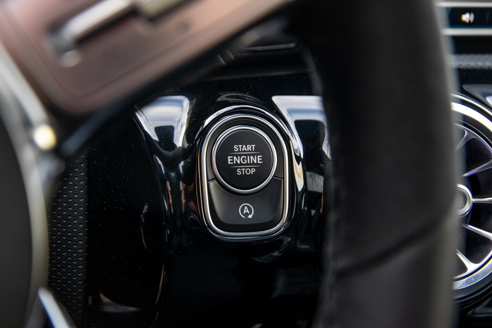 Mercedes-Benz A-Klasse 250 4-M AMG Panorama/Keyless-Entry/MBUX/HUD/Burmester/360/Multibeam LED Aut7 Foto 29