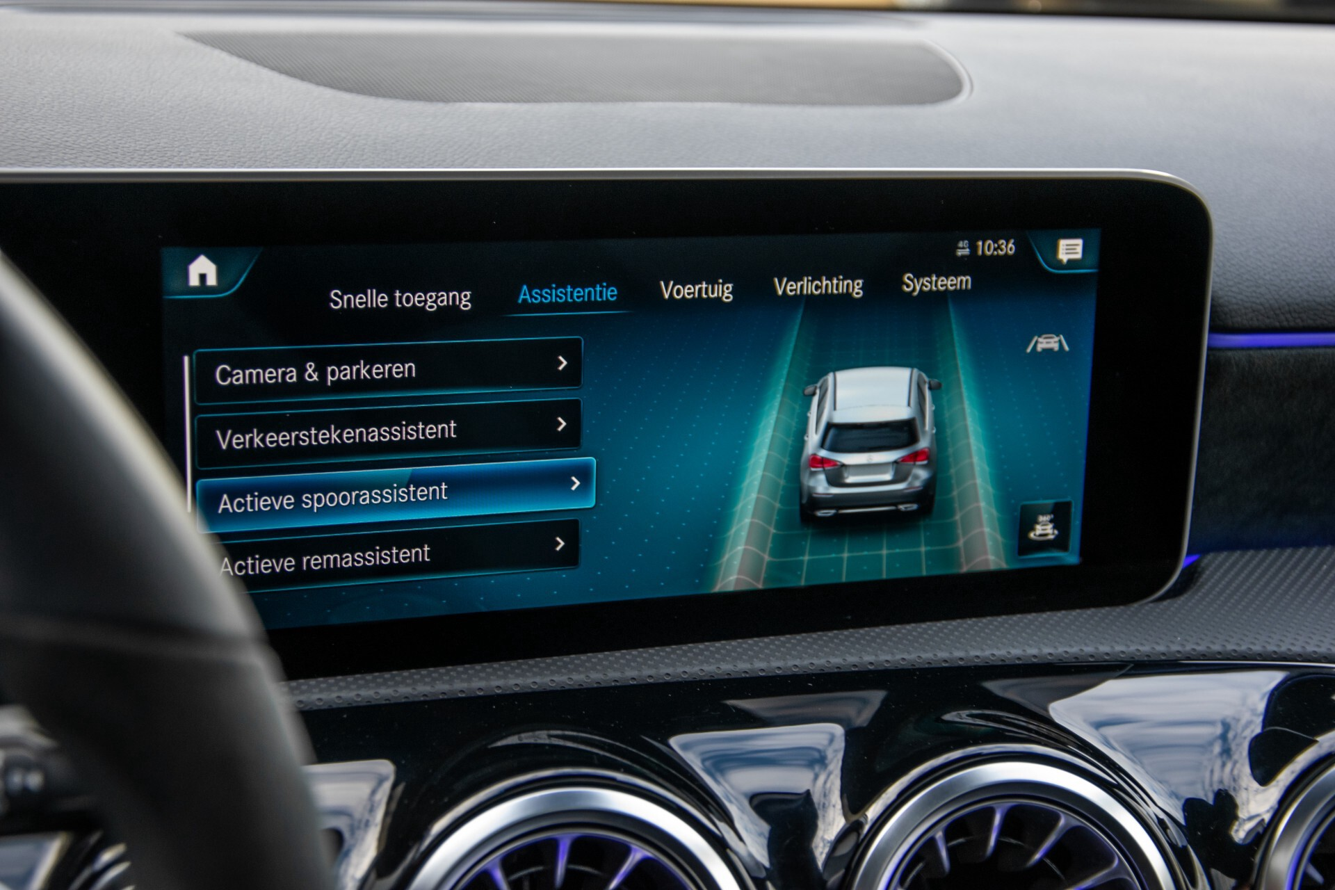 Mercedes-Benz A-Klasse 250 4-M AMG Panorama/Keyless-Entry/MBUX/HUD/Burmester/360/Multibeam LED Aut7 Foto 30
