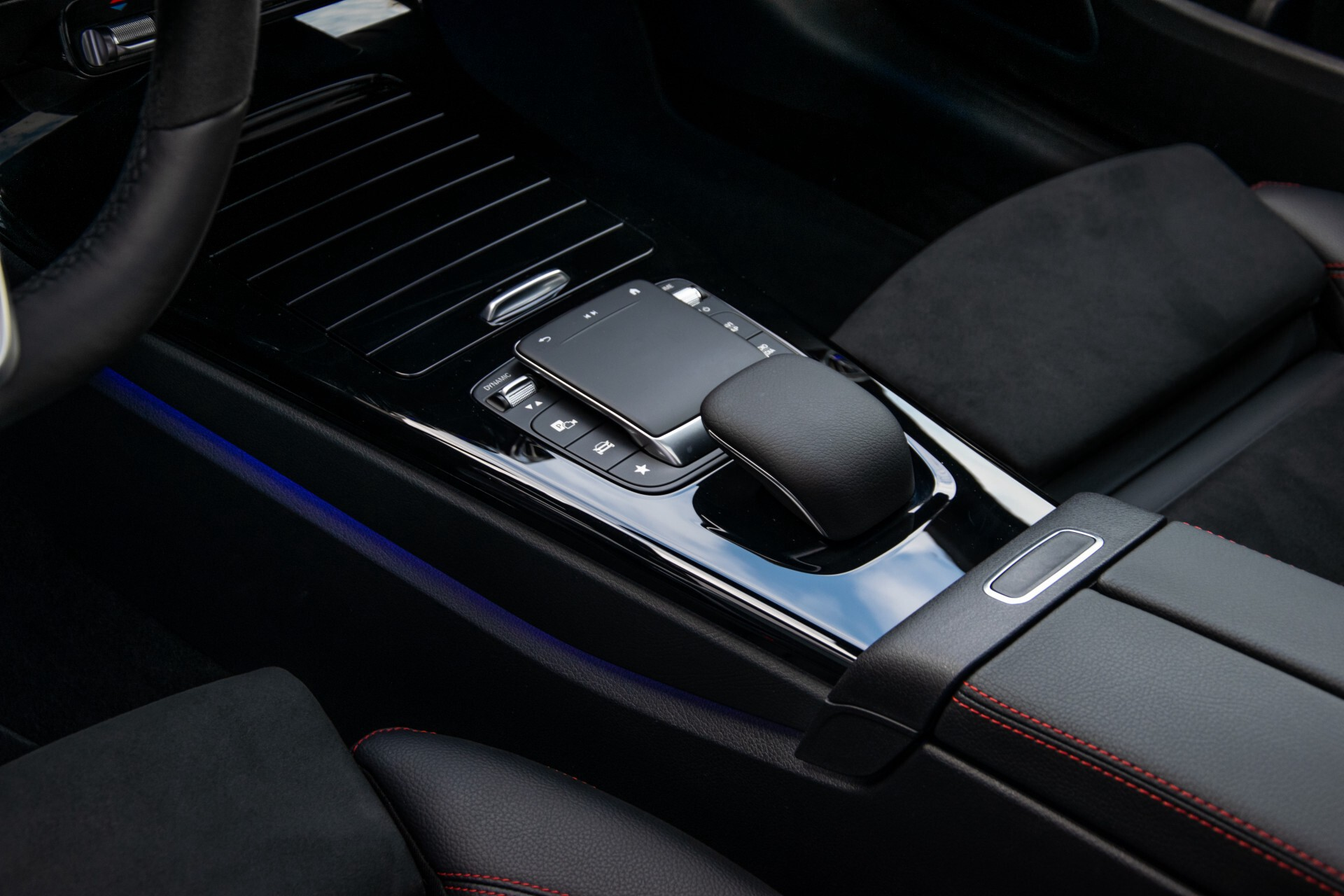 Mercedes-Benz A-Klasse 250 4-M AMG Panorama/Keyless-Entry/MBUX/HUD/Burmester/360/Multibeam LED Aut7 Foto 31