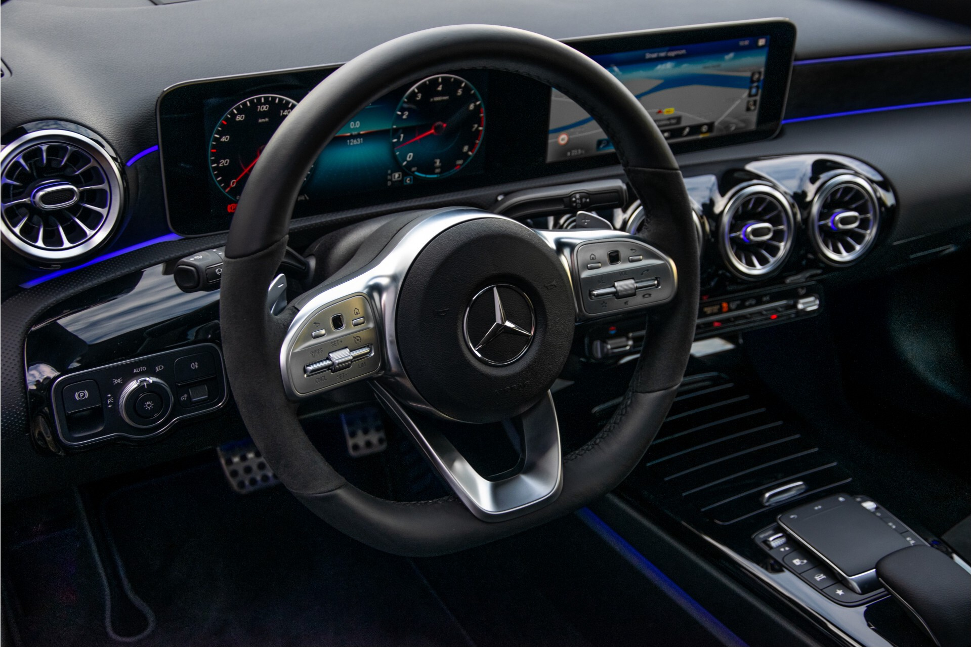 Mercedes-Benz A-Klasse 250 4-M AMG Panorama/Keyless-Entry/MBUX/HUD/Burmester/360/Multibeam LED Aut7 Foto 33