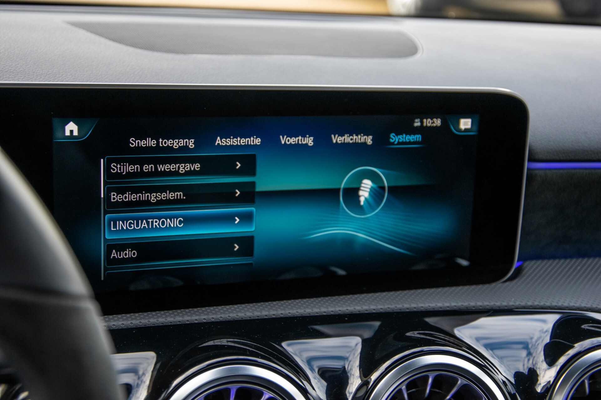 Mercedes-Benz A-Klasse 250 4-M AMG Panorama/Keyless-Entry/MBUX/HUD/Burmester/360/Multibeam LED Aut7 Foto 38