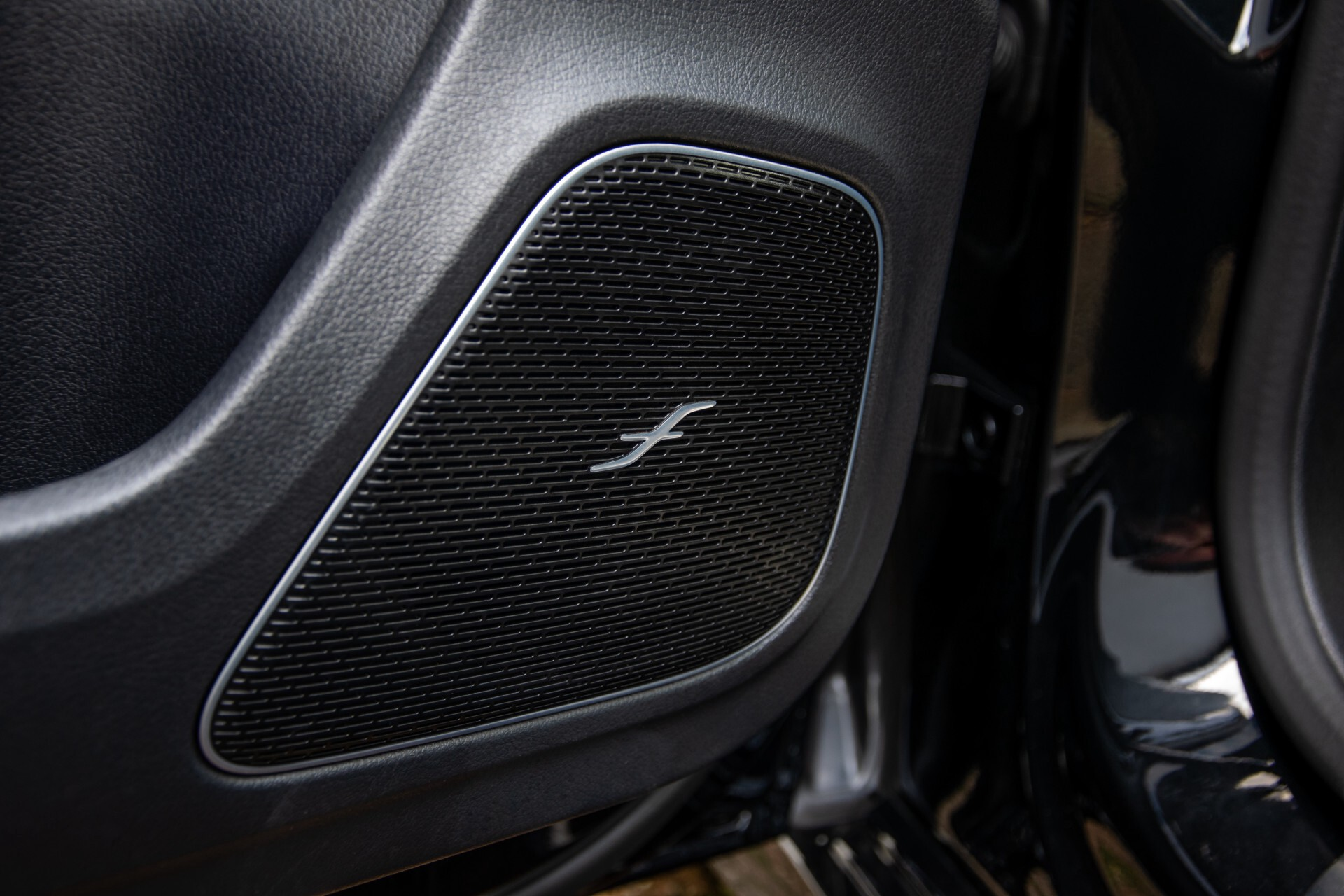 Mercedes-Benz A-Klasse 250 4-M AMG Panorama/Keyless-Entry/MBUX/HUD/Burmester/360/Multibeam LED Aut7 Foto 39