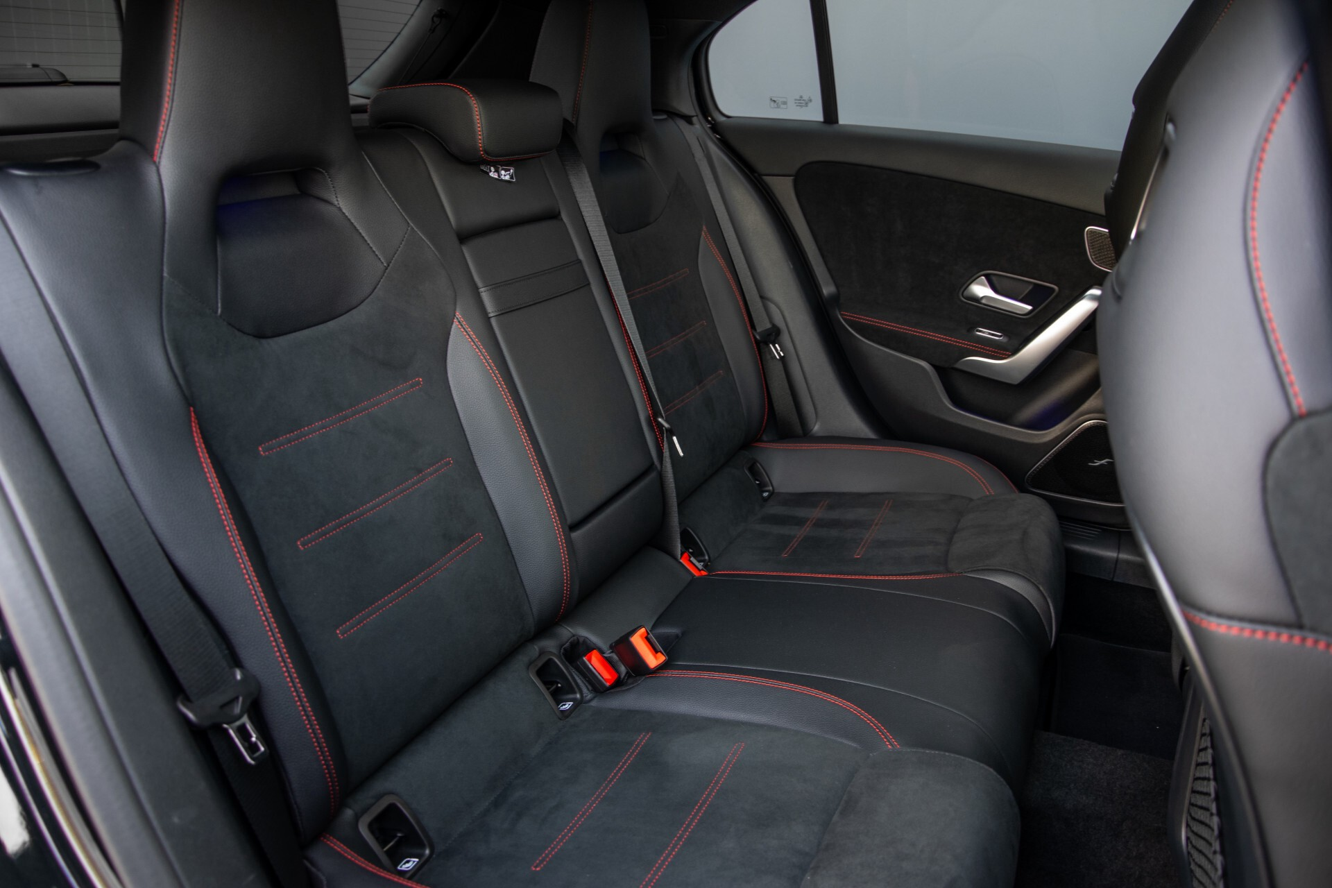 Mercedes-Benz A-Klasse 250 4-M AMG Panorama/Keyless-Entry/MBUX/HUD/Burmester/360/Multibeam LED Aut7 Foto 4