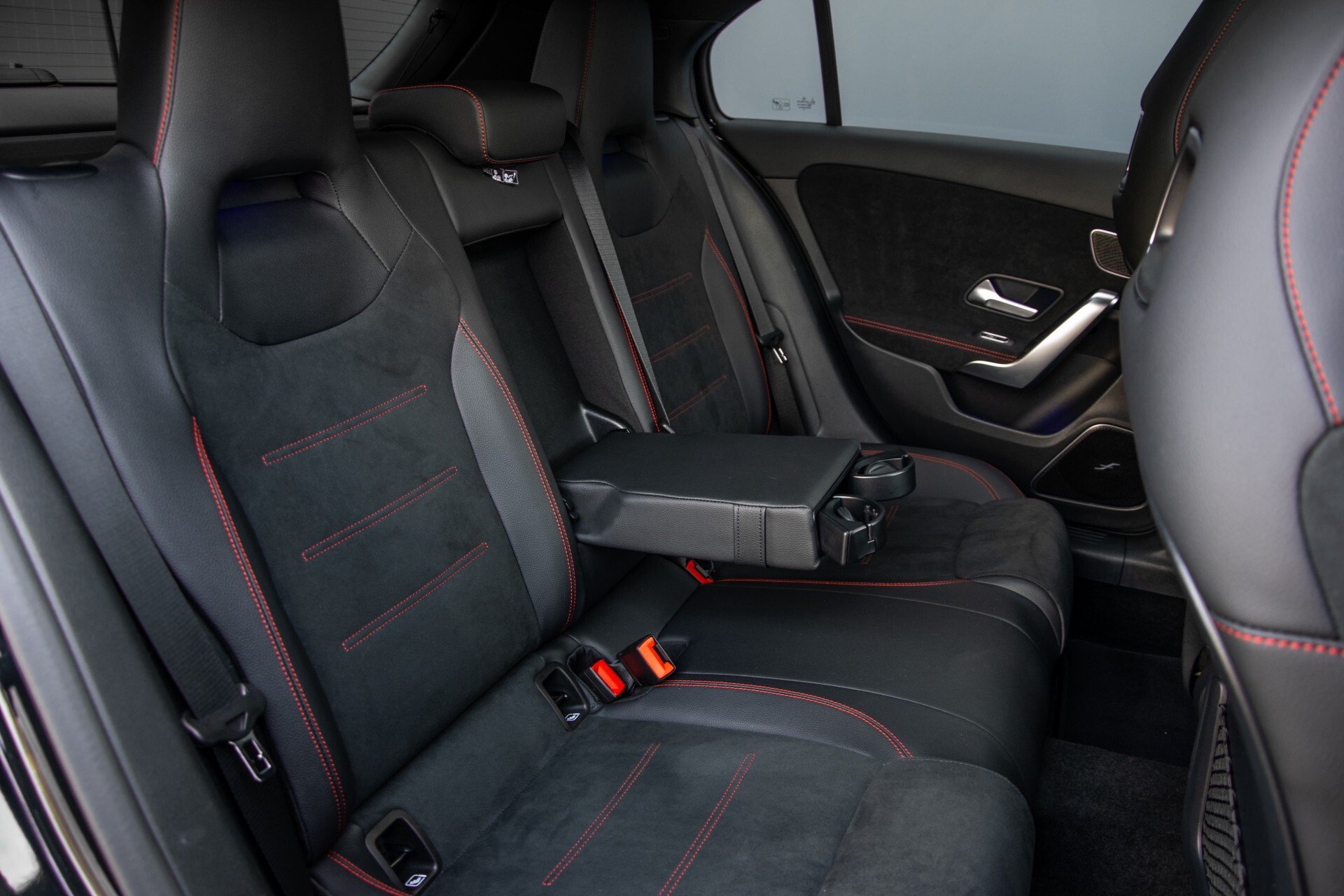 Mercedes-Benz A-Klasse 250 4-M AMG Panorama/Keyless-Entry/MBUX/HUD/Burmester/360/Multibeam LED Aut7 Foto 5