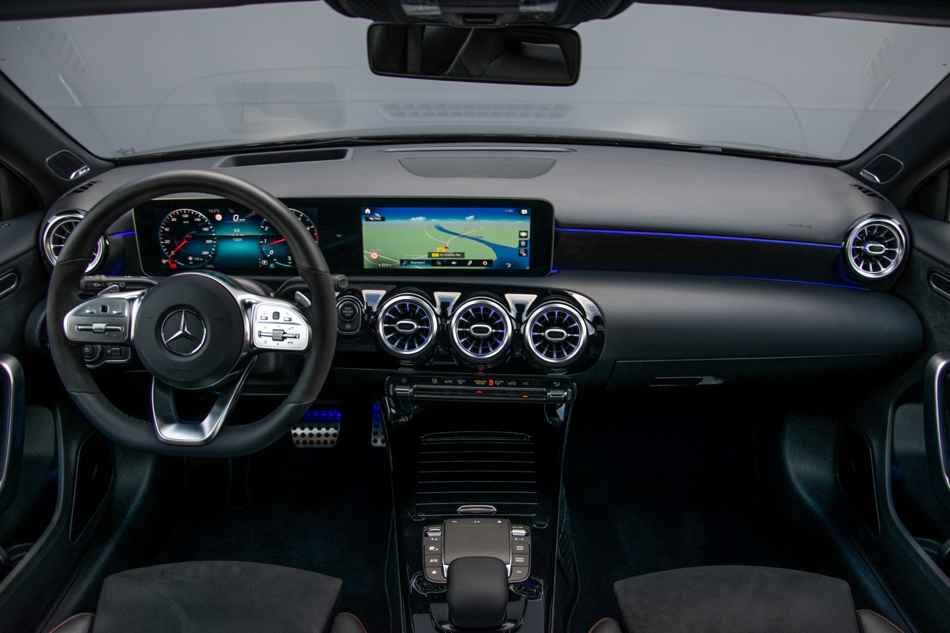 Mercedes-Benz A-Klasse 250 4-M AMG Panorama/Keyless-Entry/MBUX/HUD/Burmester/360/Multibeam LED Aut7 Foto 8