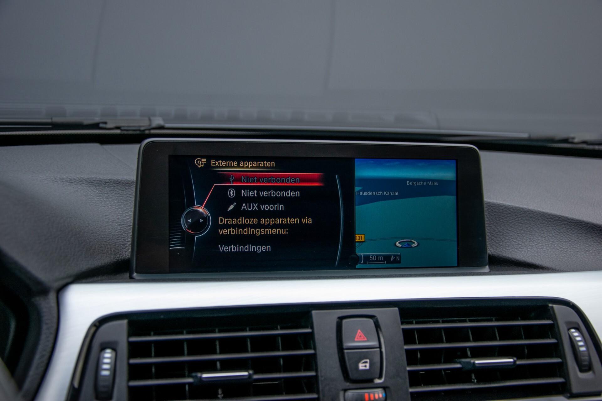 BMW 3 Serie Touring 316i M-Sportpakket Executive NL Auto/NAP Aut8 Foto 17