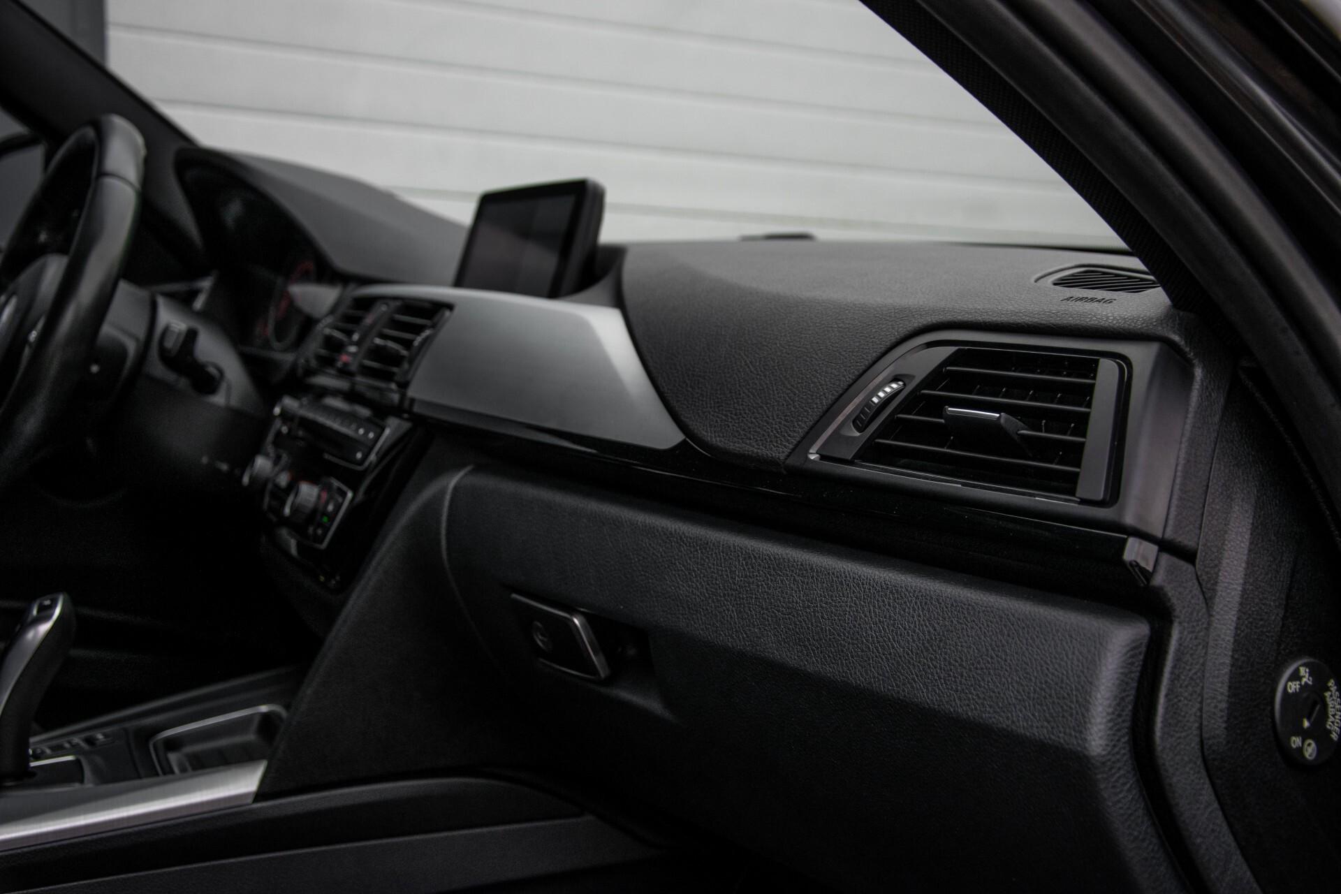 BMW 3 Serie Touring 316i M-Sportpakket Executive NL Auto/NAP Aut8 Foto 24