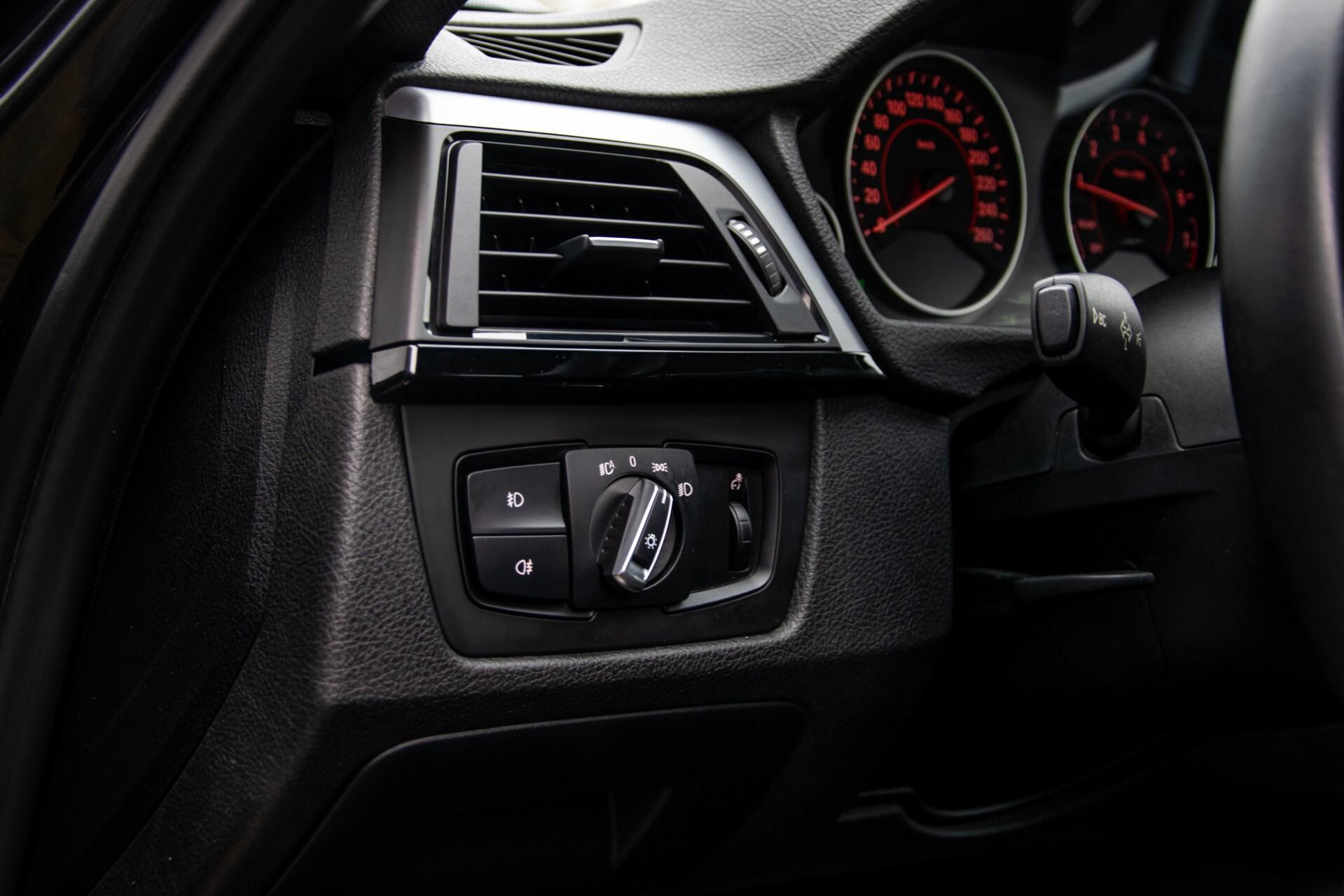 BMW 3 Serie Touring 316i M-Sportpakket Executive NL Auto/NAP Aut8 Foto 25
