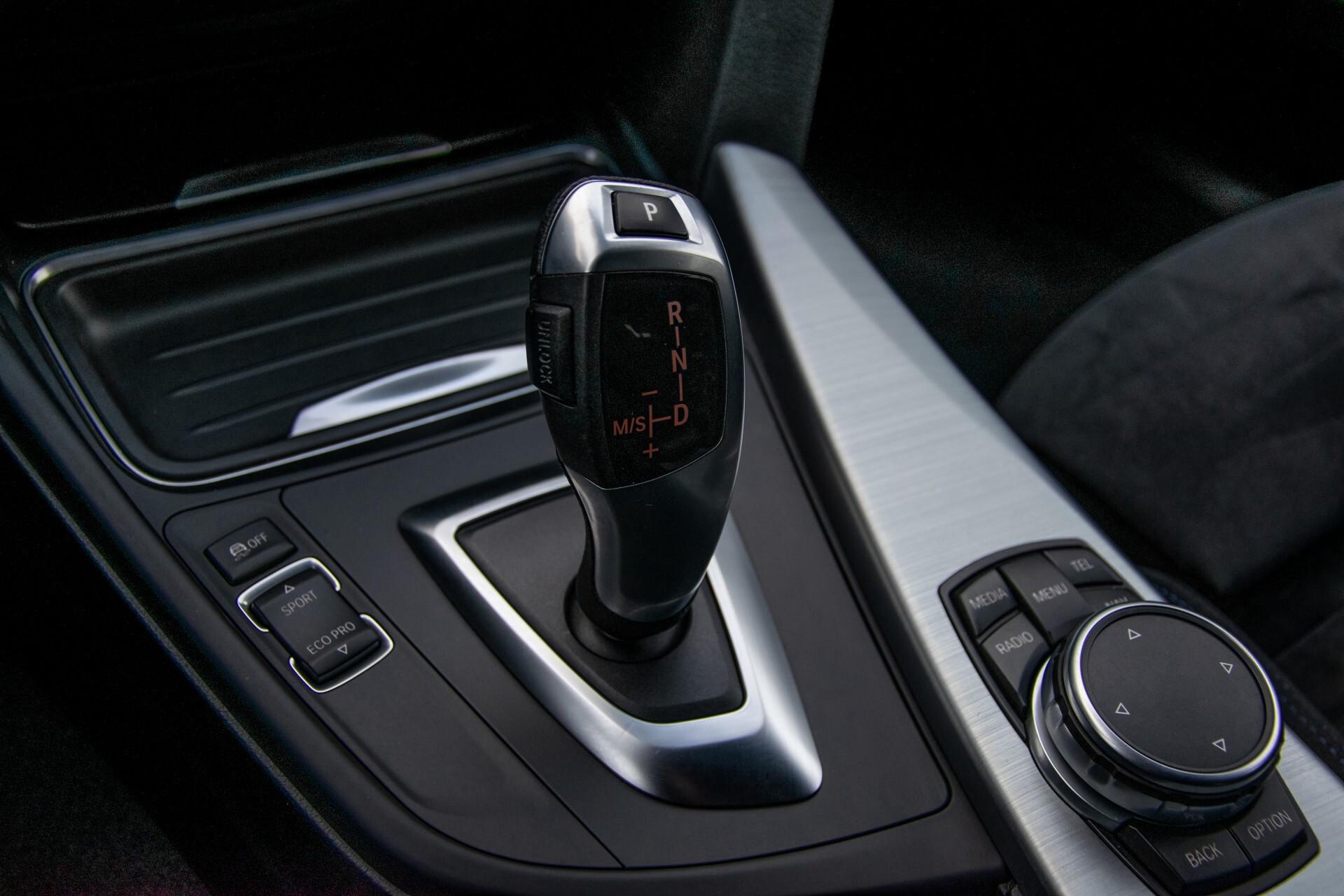 BMW 3 Serie Touring 316i M-Sportpakket Executive NL Auto/NAP Aut8 Foto 32