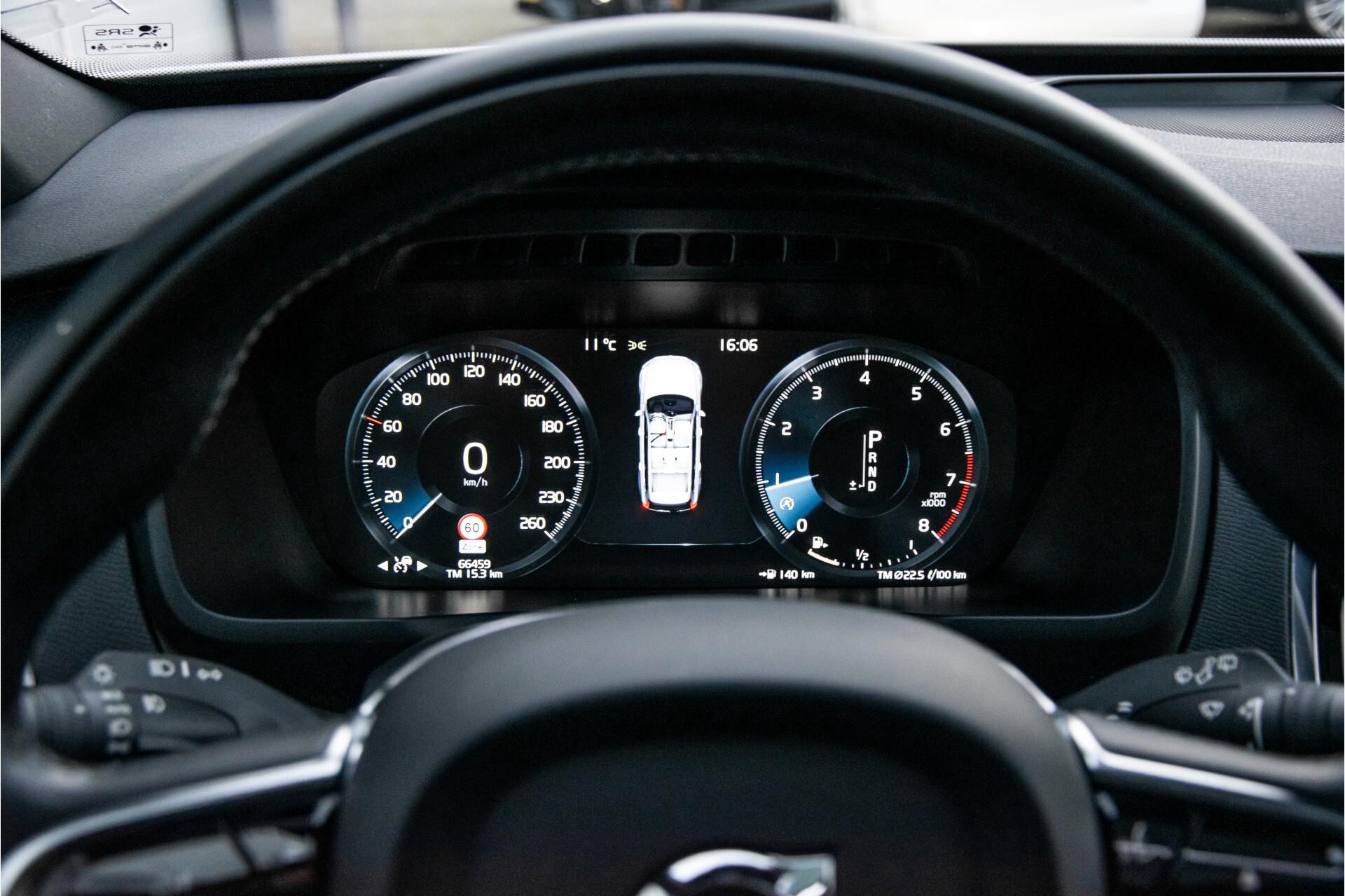 "Volvo XC90 2.0 T6 AWD R-Design Panorama/Keyless/B&W/ACC/Standkachel/22"" Aut8 Foto 12"