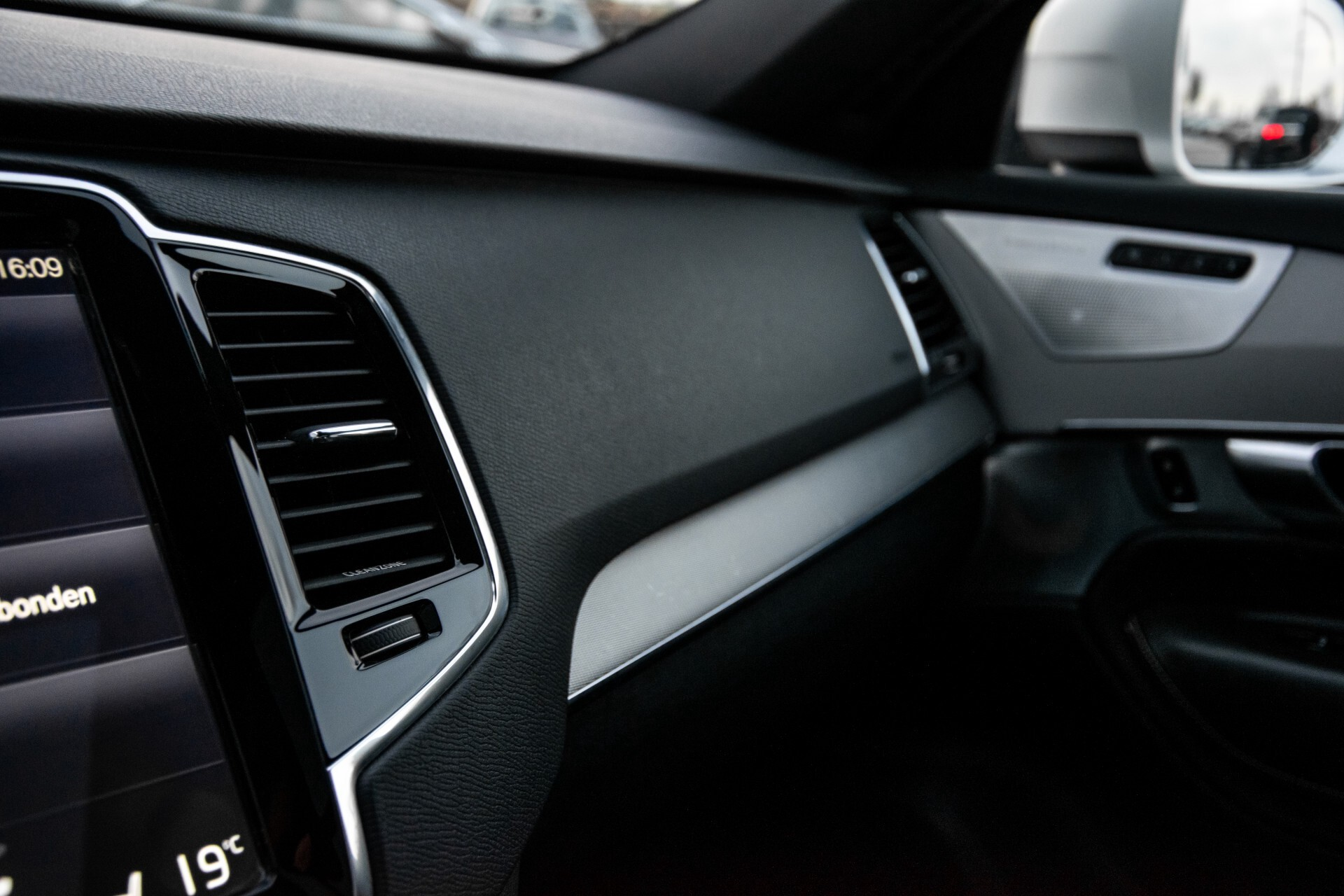 "Volvo XC90 2.0 T6 AWD R-Design Panorama/Keyless/B&W/ACC/Standkachel/22"" Aut8 Foto 35"