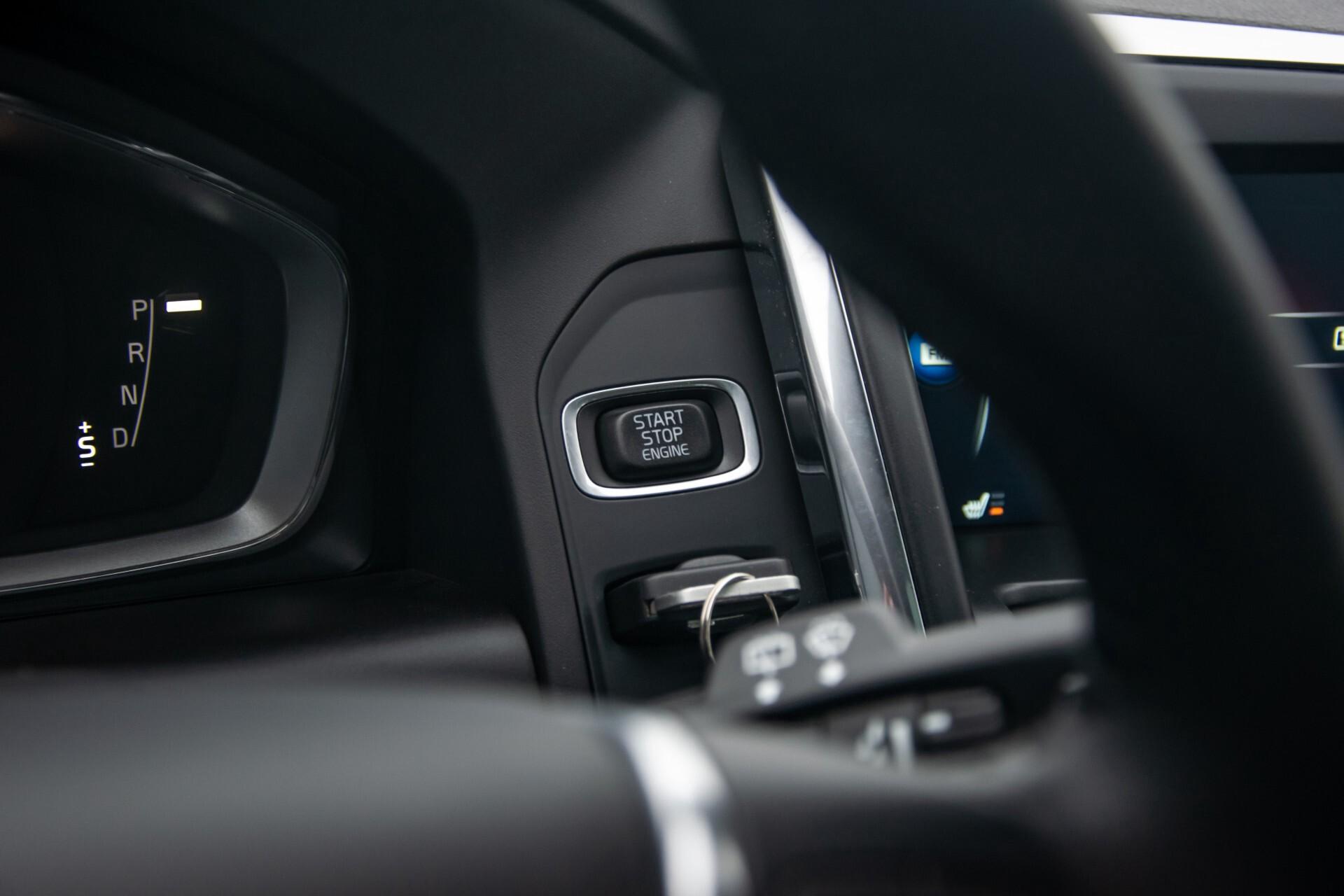 Volvo XC60 2.0 T5 FWD Ocean Race Panorama/Leer/Dealer OH Aut8 Foto 17