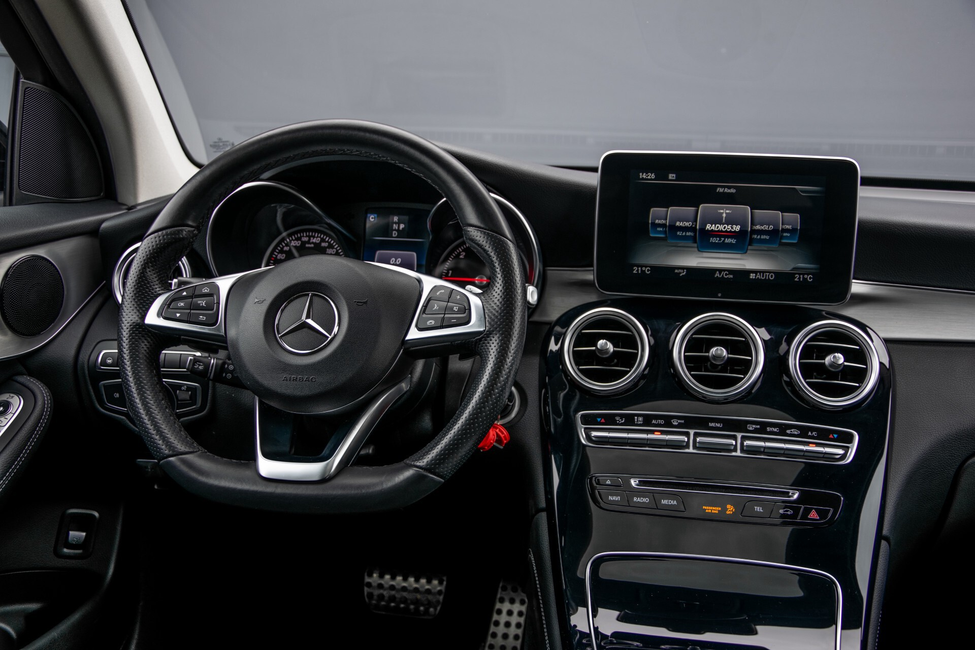 Mercedes-Benz GLC 220 d 4-M AMG/Distronic/Panorama/Comand/HUD/Afn-Trhk Aut9 Foto 6