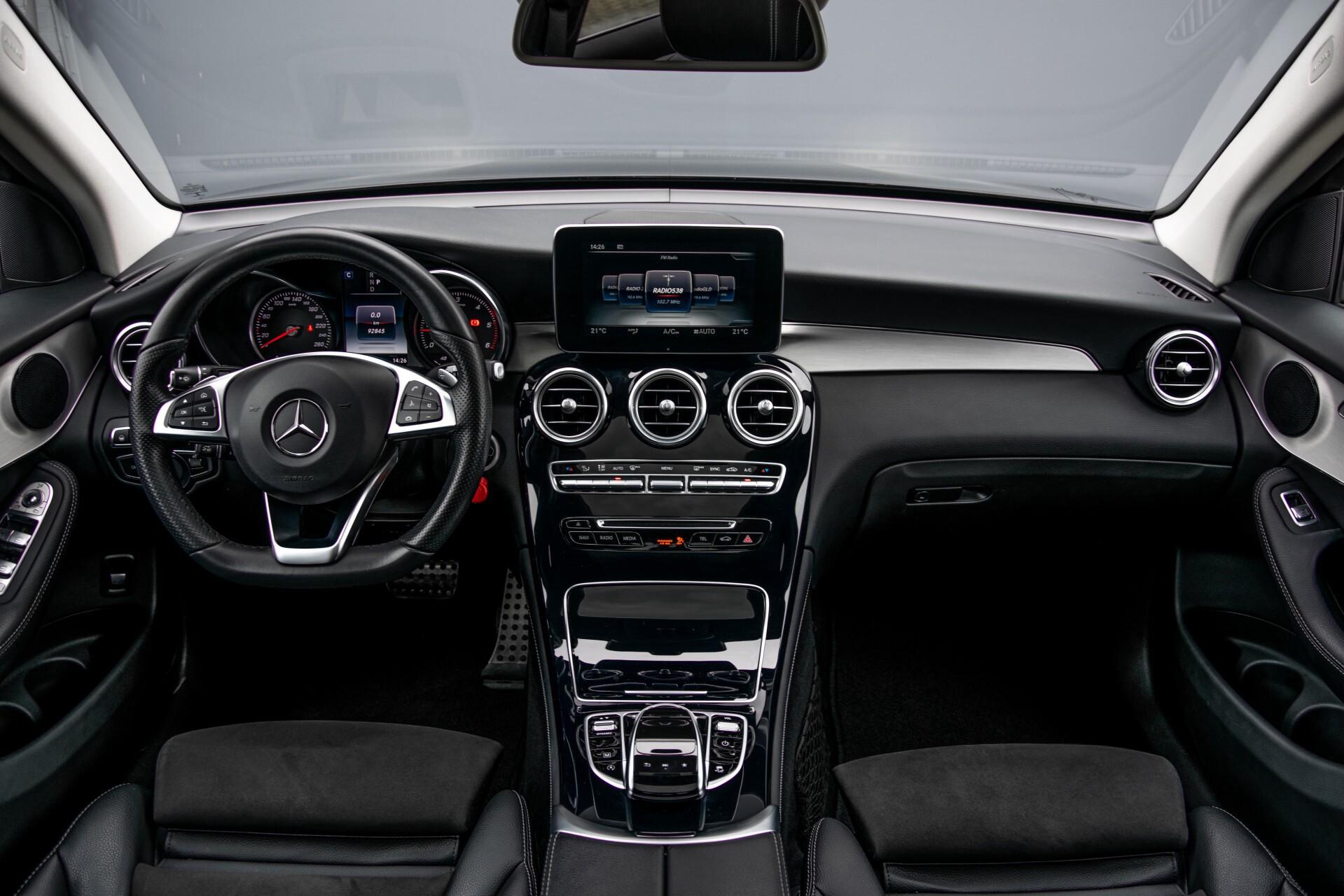 Mercedes-Benz GLC 220 d 4-M AMG/Distronic/Panorama/Comand/HUD/Afn-Trhk Aut9 Foto 7