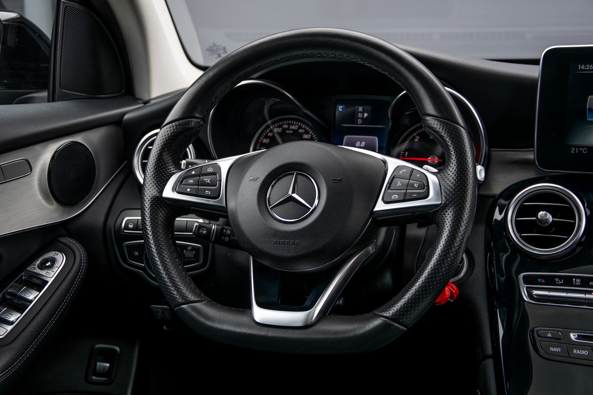 Mercedes-Benz GLC 220 d 4-M AMG/Distronic/Panorama/Comand/HUD/Afn-Trhk Aut9 Foto 8