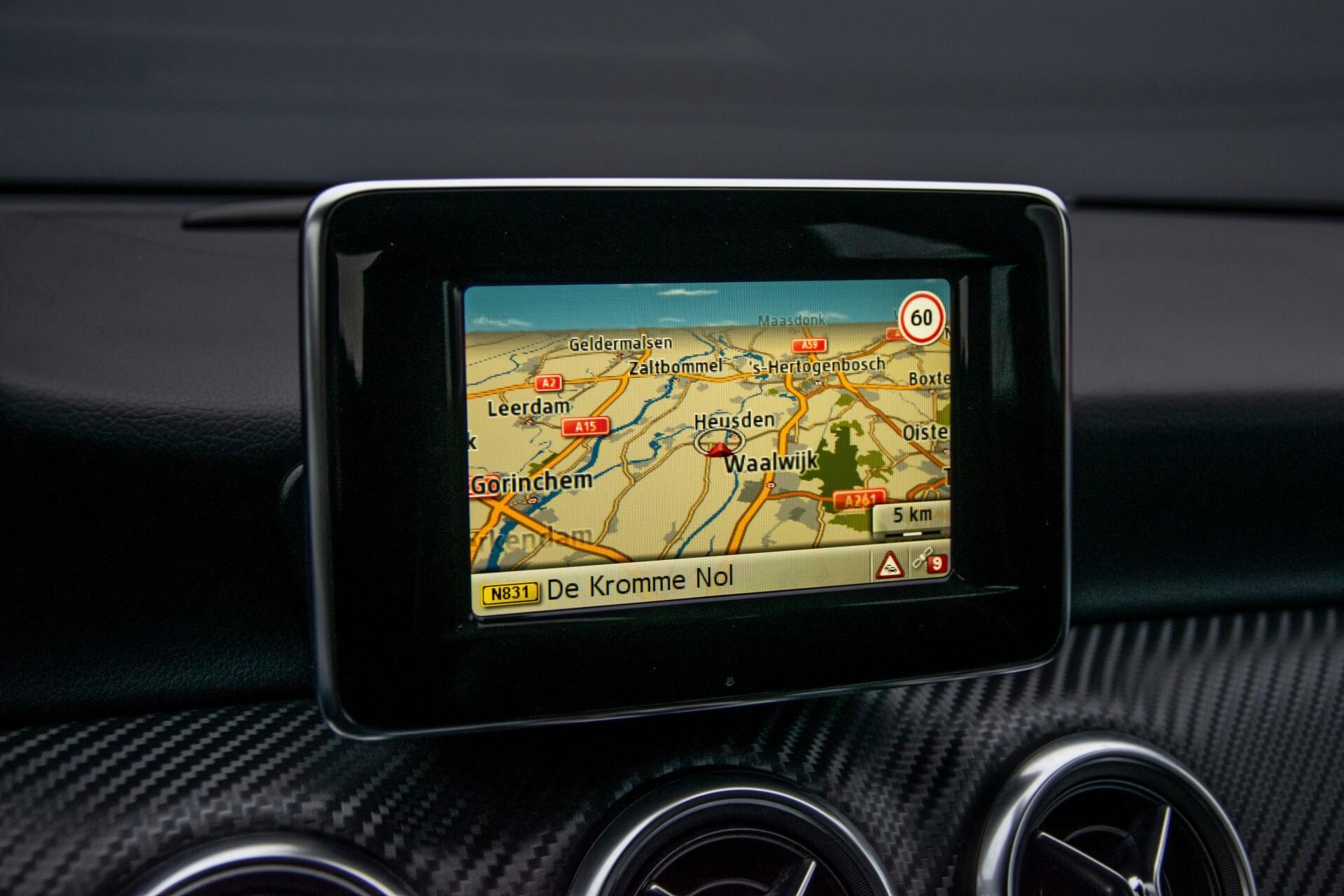 Mercedes-Benz A-Klasse 180 AMG Dynamic Handling/Camera/Xenon/Navi/Privacy Aut7 Foto 19