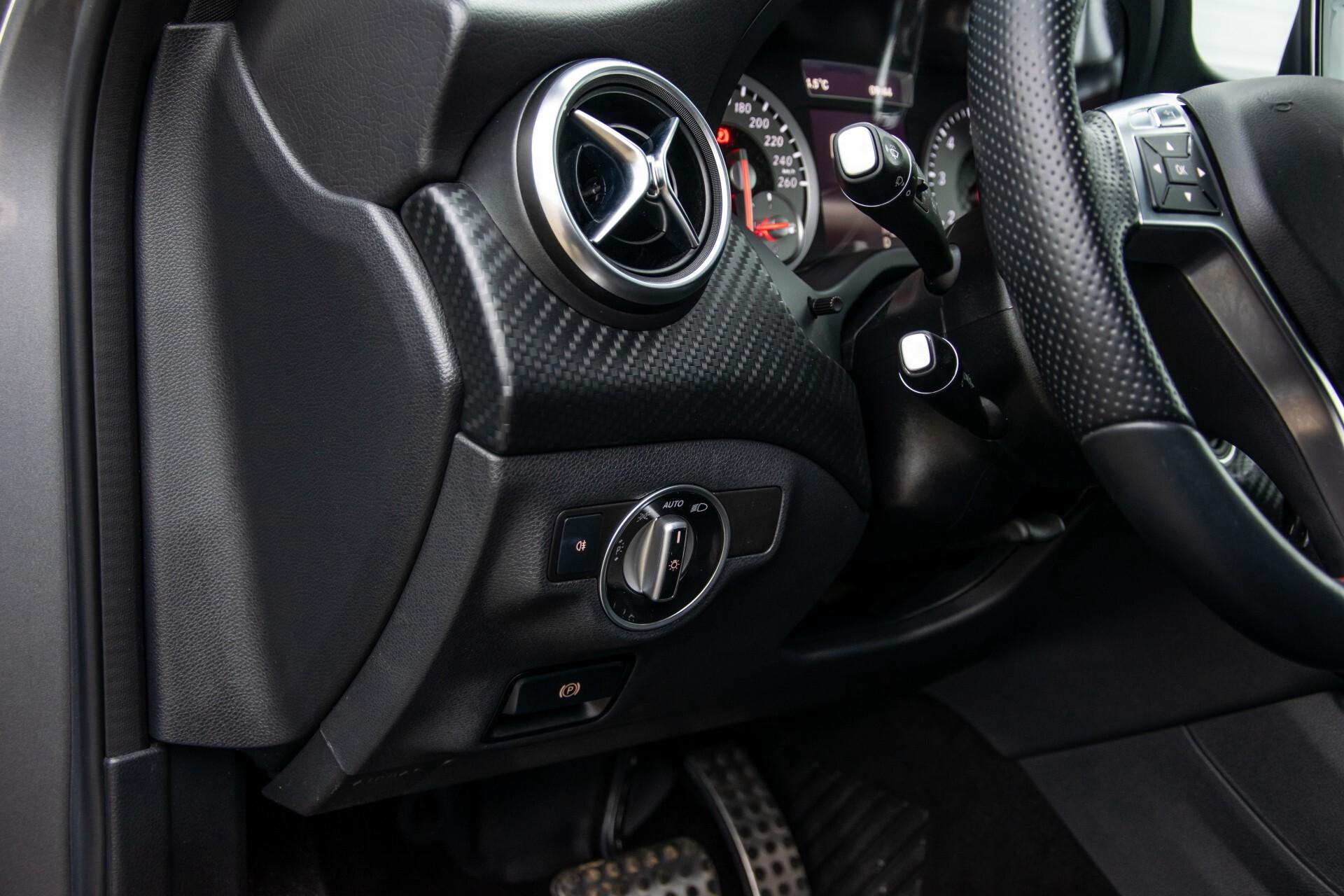 Mercedes-Benz A-Klasse 180 AMG Dynamic Handling/Camera/Xenon/Navi/Privacy Aut7 Foto 32