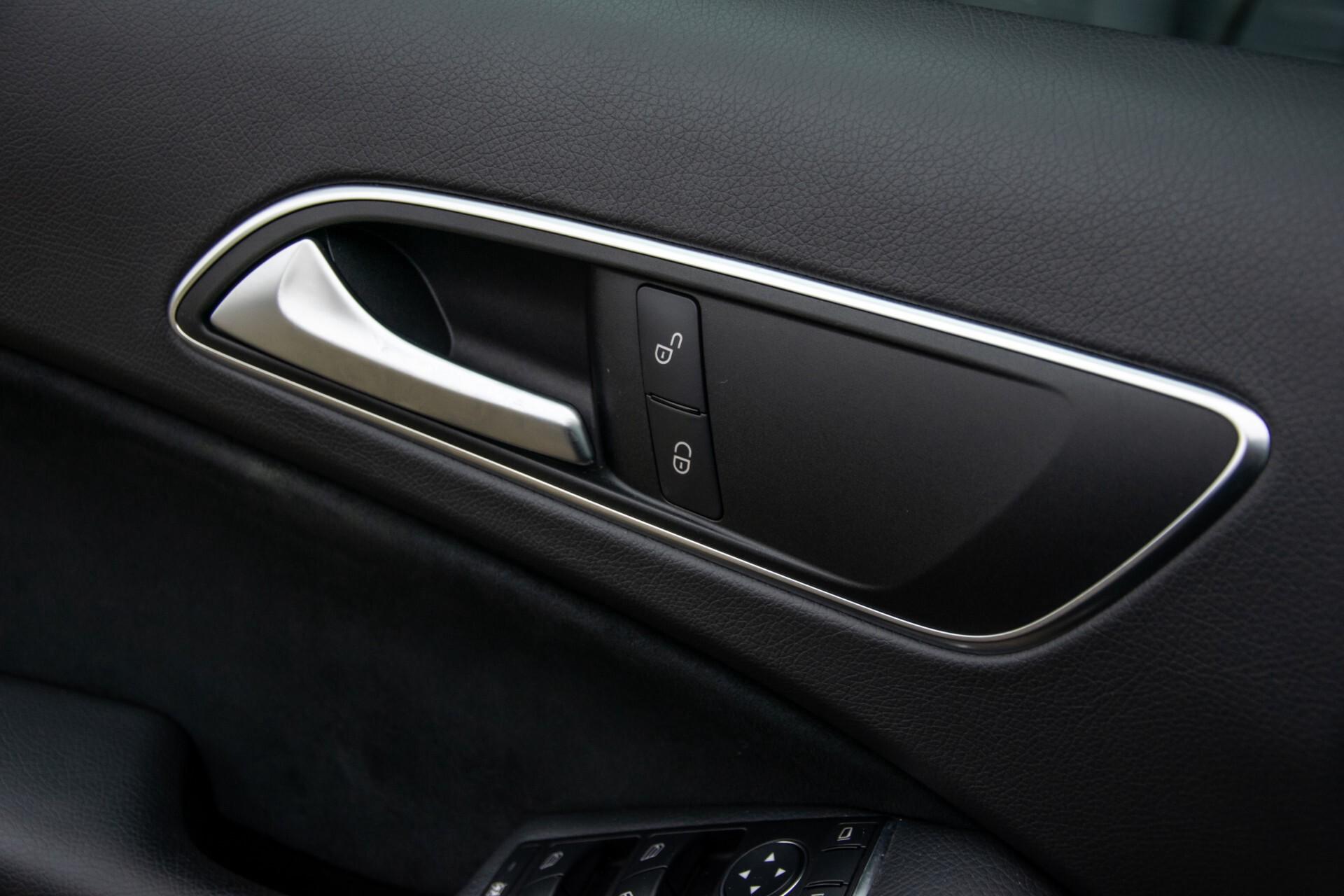Mercedes-Benz A-Klasse 180 AMG Dynamic Handling/Camera/Xenon/Navi/Privacy Aut7 Foto 35