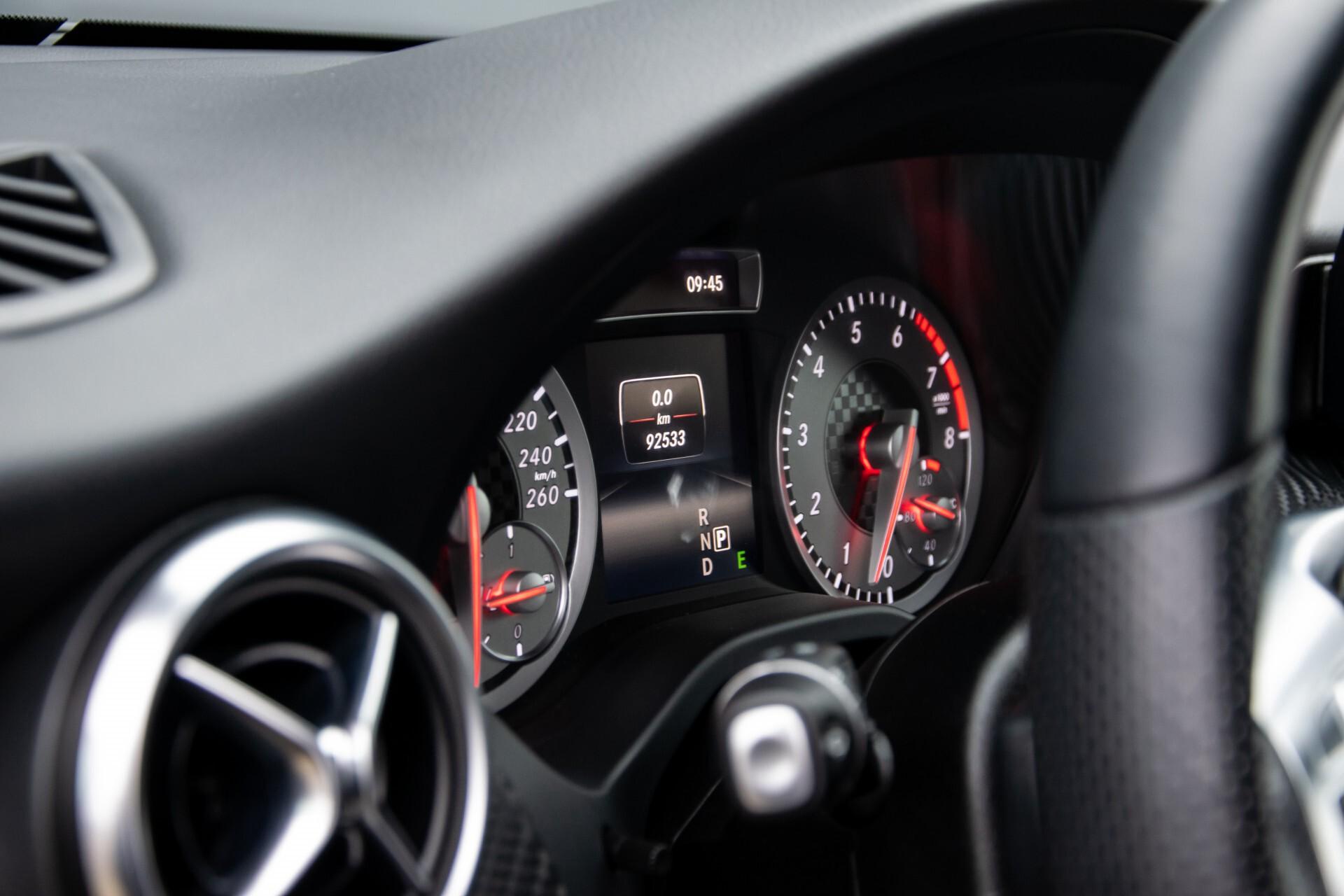 Mercedes-Benz A-Klasse 180 AMG Dynamic Handling/Camera/Xenon/Navi/Privacy Aut7 Foto 39