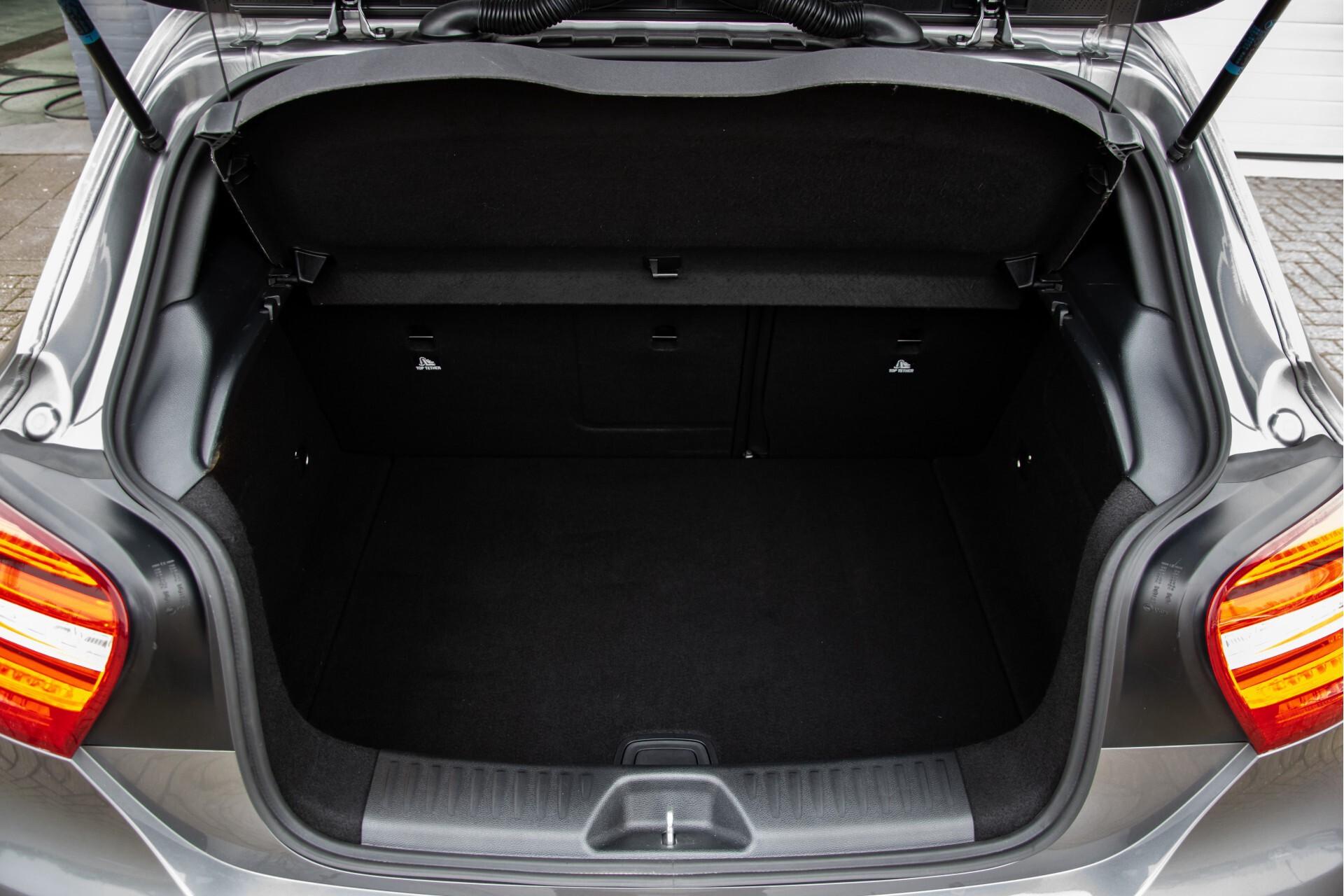 Mercedes-Benz A-Klasse 180 AMG Dynamic Handling/Camera/Xenon/Navi/Privacy Aut7 Foto 45