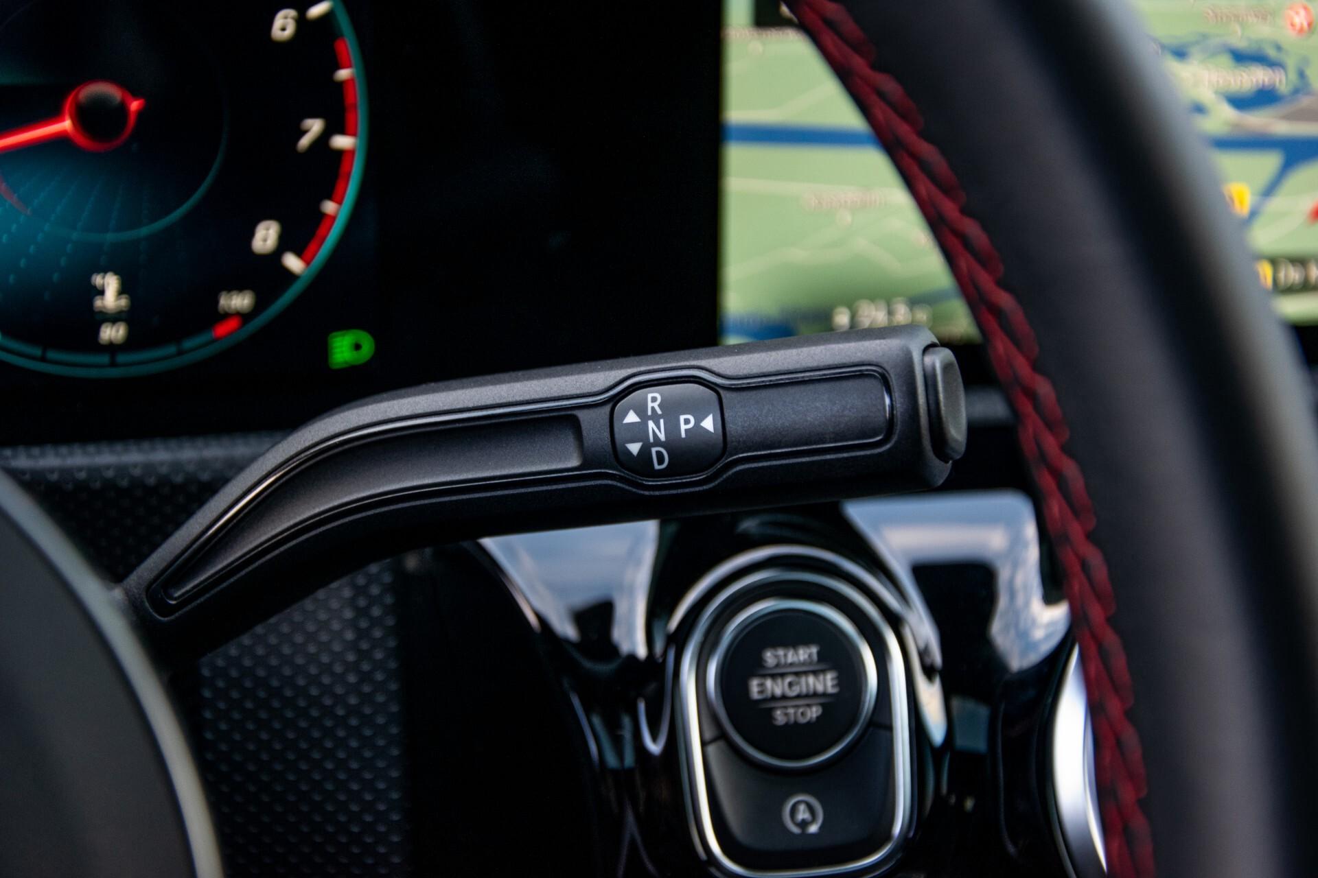 Mercedes-Benz CLA-Klasse Shooting Brake 250 AMG Panorama/Rij-assistentie/Burmester/Night Aut7 Foto 14