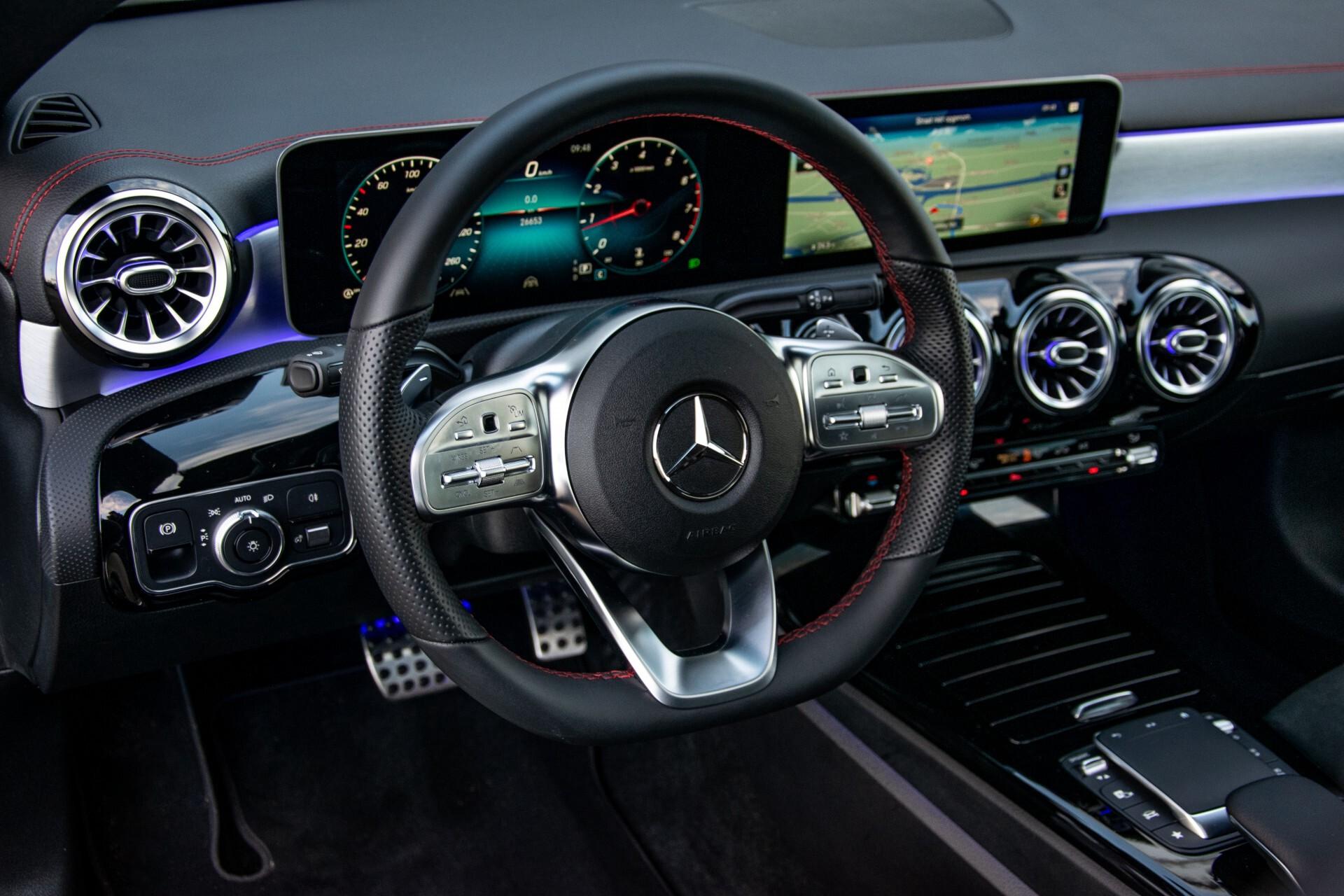 Mercedes-Benz CLA-Klasse Shooting Brake 250 AMG Panorama/Rij-assistentie/Burmester/Night Aut7 Foto 16