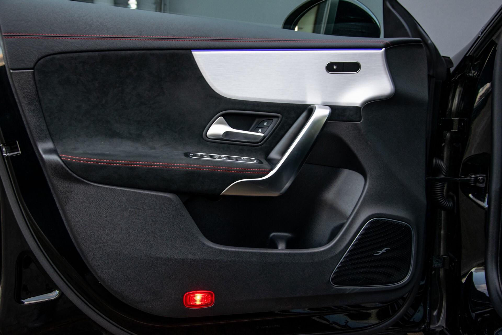 Mercedes-Benz CLA-Klasse Shooting Brake 250 AMG Panorama/Rij-assistentie/Burmester/Night Aut7 Foto 22