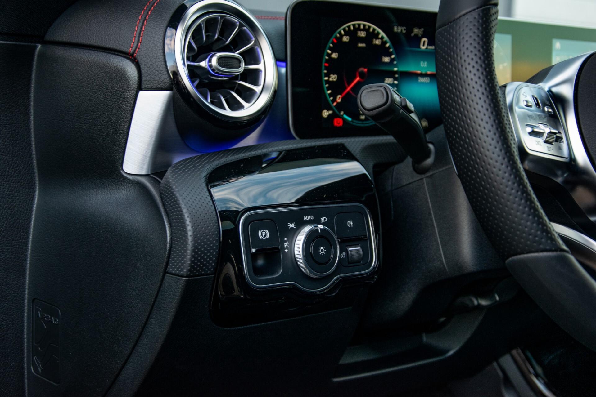 Mercedes-Benz CLA-Klasse Shooting Brake 250 AMG Panorama/Rij-assistentie/Burmester/Night Aut7 Foto 30