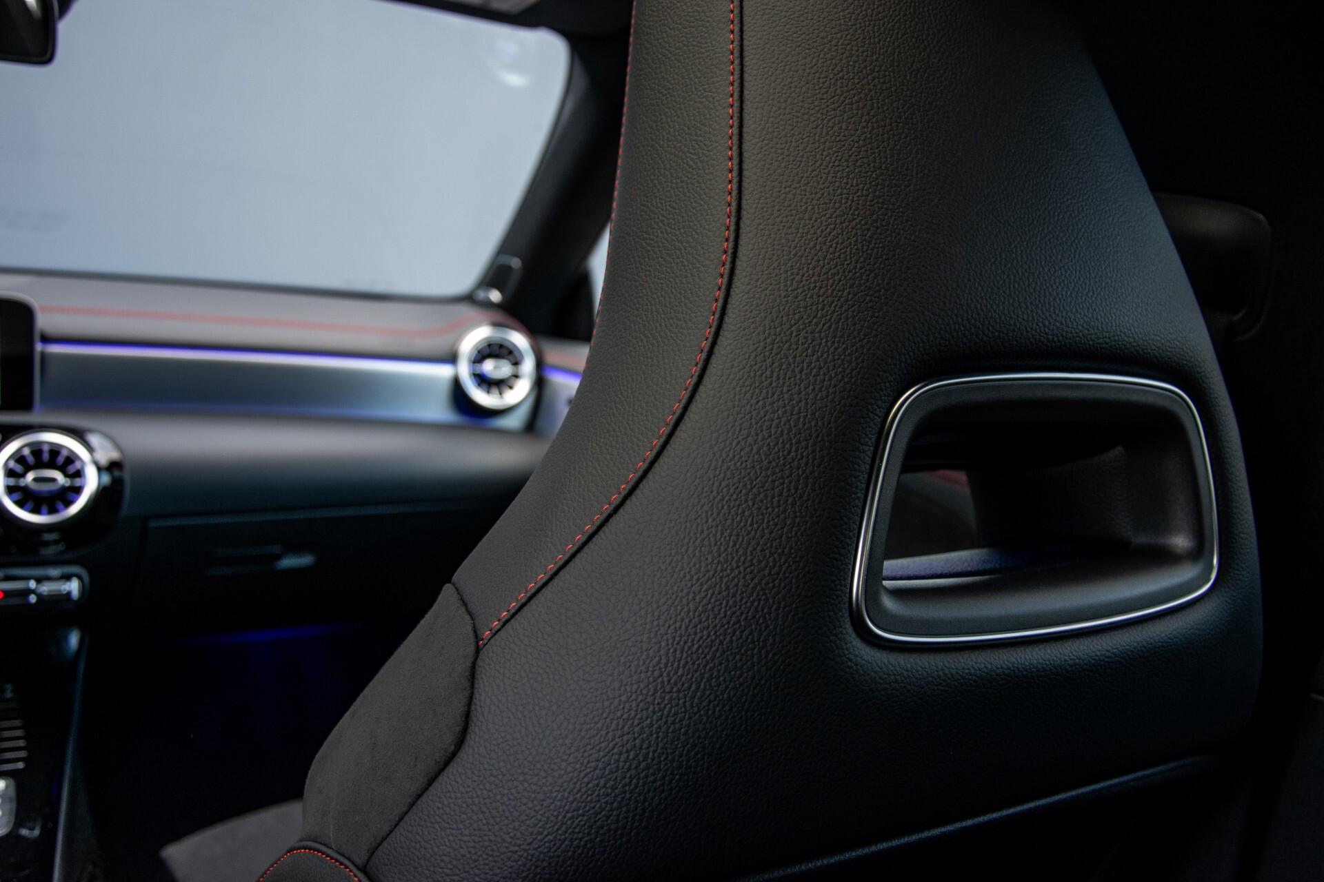 Mercedes-Benz CLA-Klasse Shooting Brake 250 AMG Panorama/Rij-assistentie/Burmester/Night Aut7 Foto 52